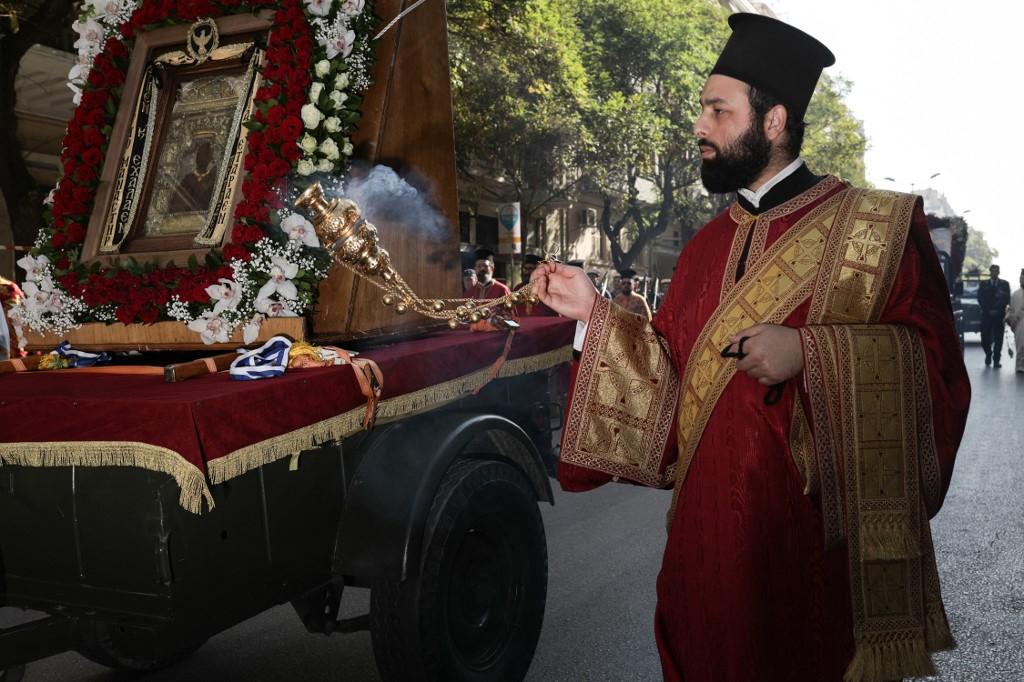 Misézett a görög pap, letartóztatták