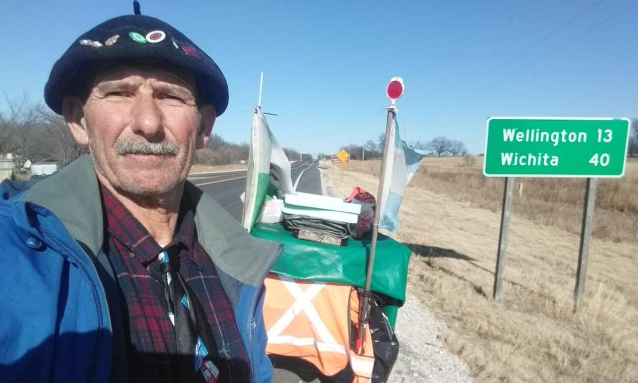 23 ezer kilométer után a koronavírus állította meg  a hatalmas gyalogtúrára induló argentin férfit