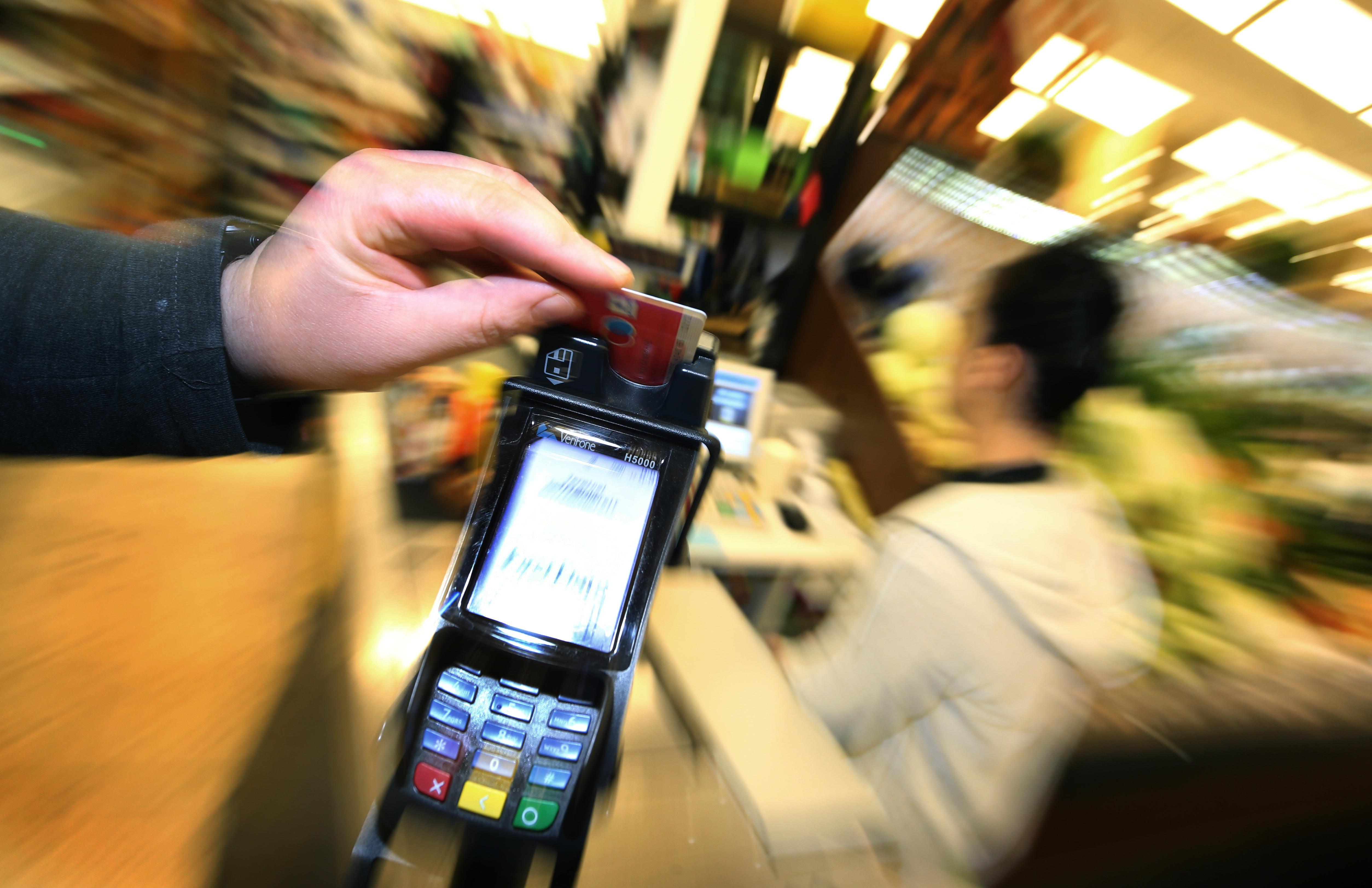 15 ezer forintra nő a paypass-os fizetések értékhatára