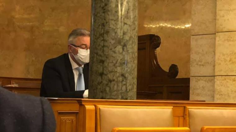 Kedden is elhagyta a karanténját, és bement a parlamentbe egy fideszes képviselő