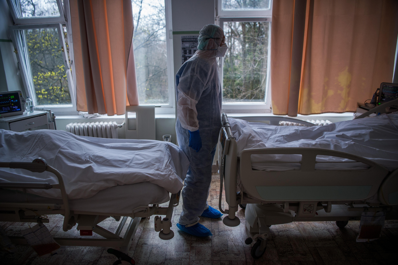 85 egészségügyi dolgozó fertőződött meg a koronavírusostól Magyarországon