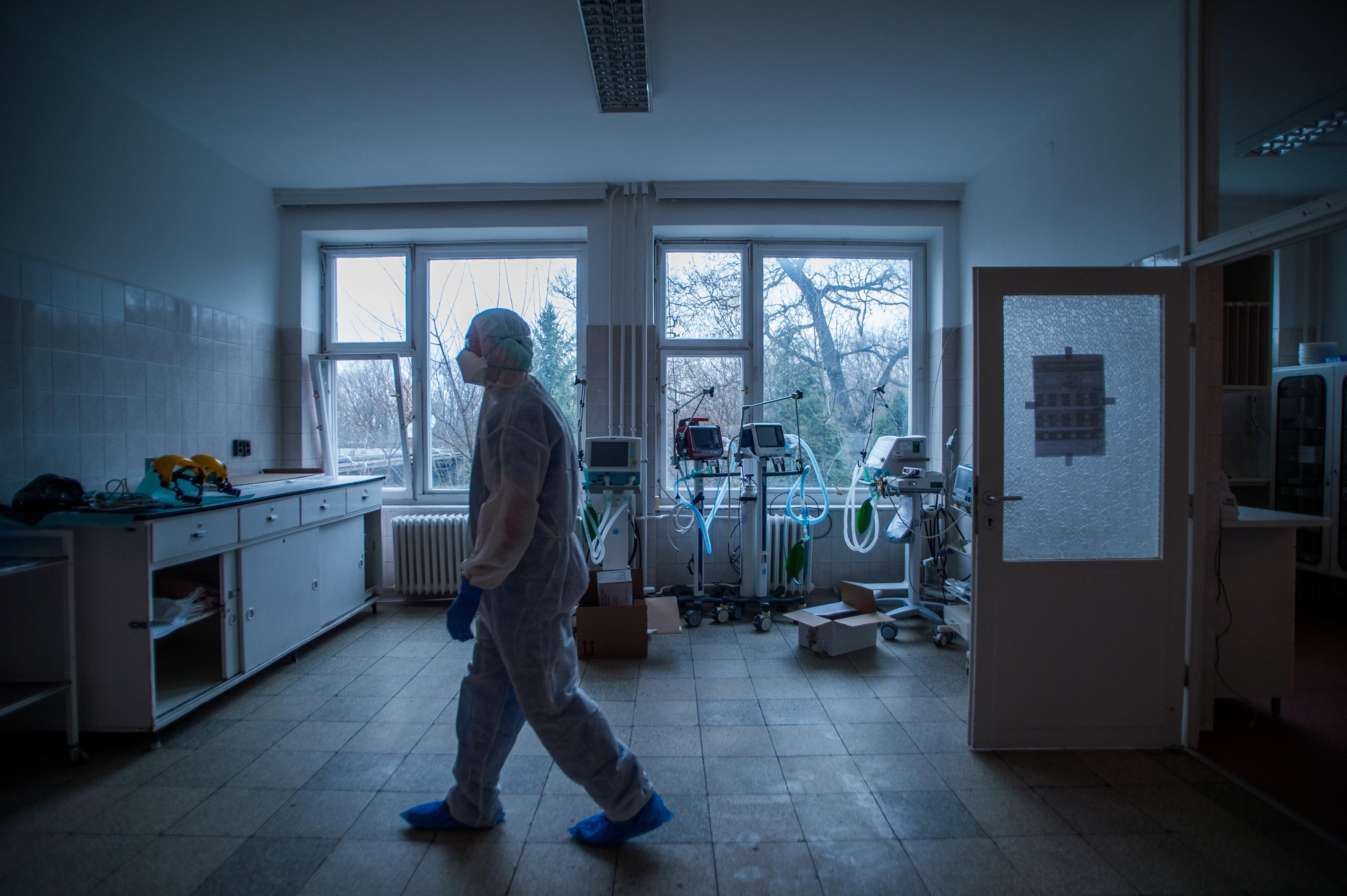Gyurcsány és Orbán is felforgatta a járványügyet, így meggyengült állapotban találta telibe a koronavírus