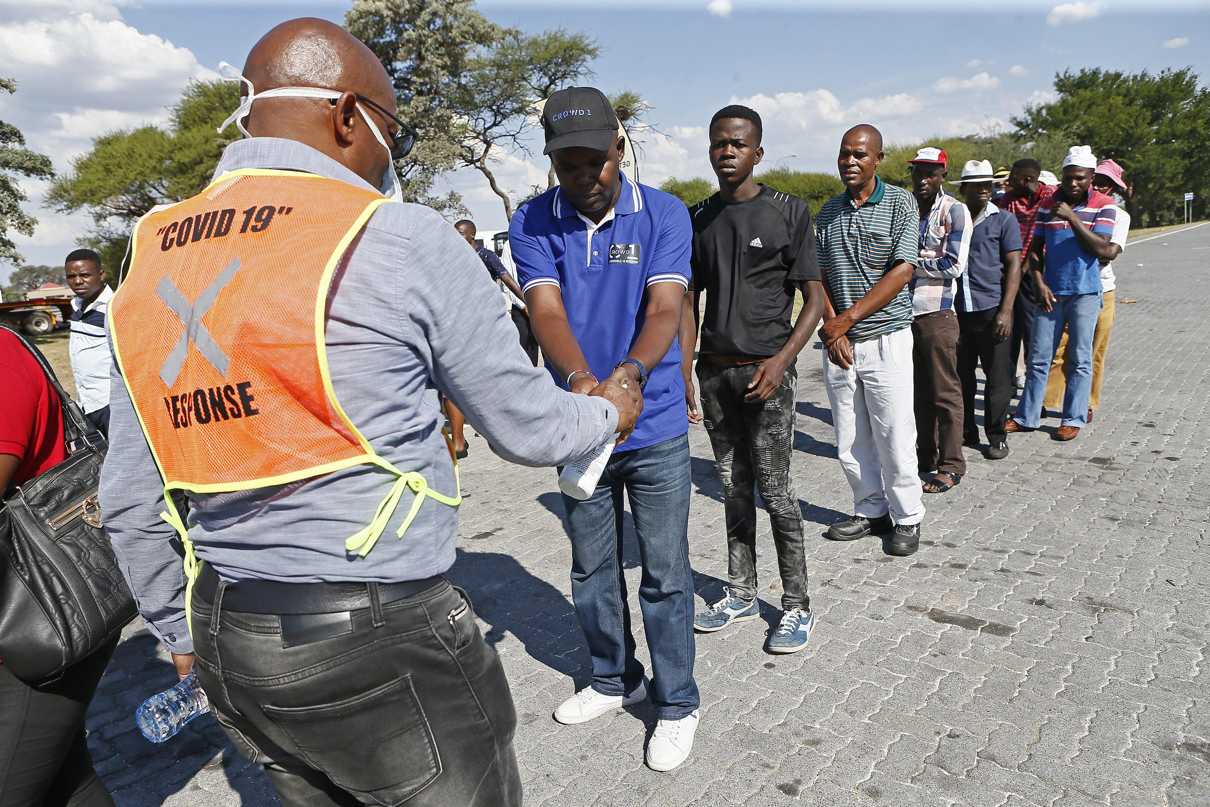 Terjed a koronavírus Afrikában is, Dél-Afrikában a legrosszabb a helyzet