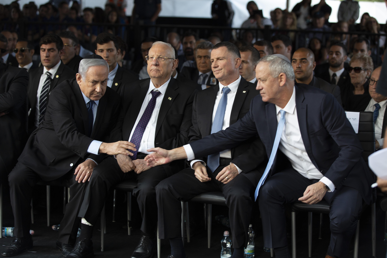 Netanjahu alkut kötött az ellenzék vezérével, még másfél évig miniszterelnök maradhat