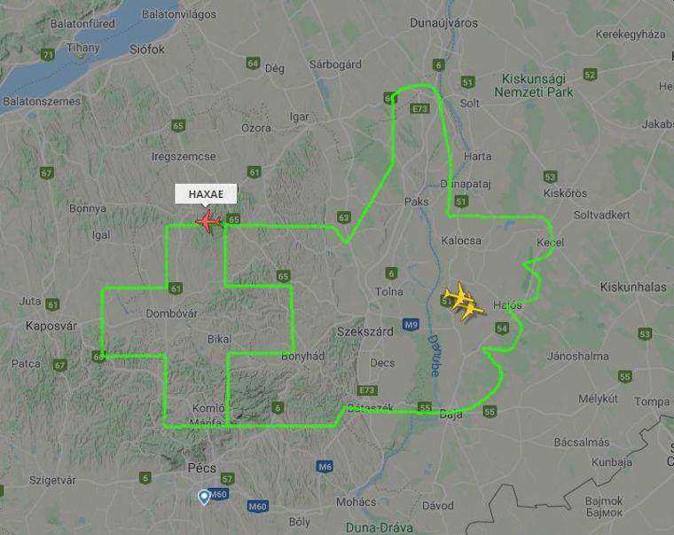 Több megye méretű gratulációt rajzolt fel a magyar égboltra egy kisrepülő, talán az egészségügyi dolgozóknak