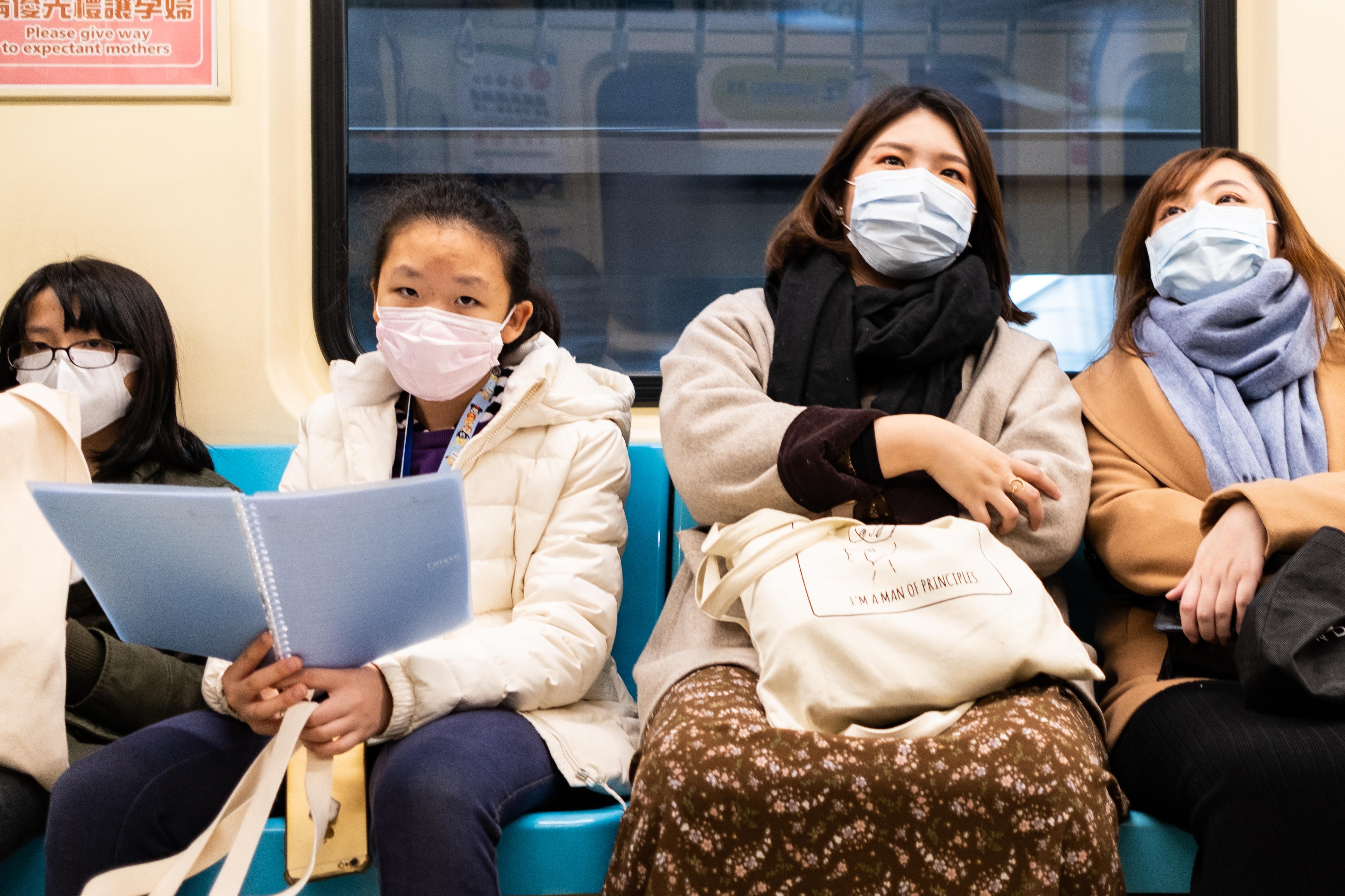 Megérkeztek a kínai védőeszközök a hazai egyetemi klinikákra