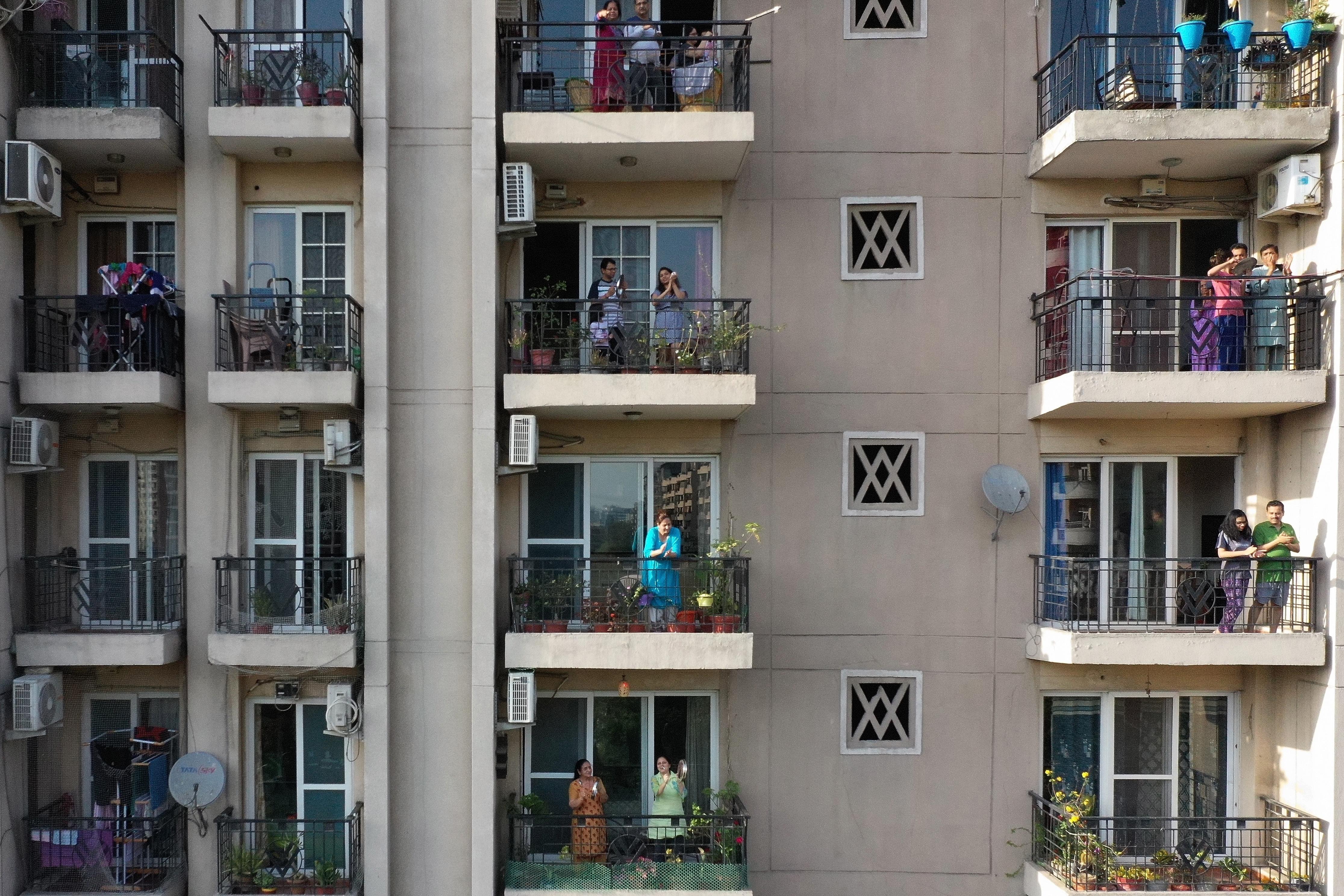 Litvániában betiltják a dohányzást a társasházak erkélyein