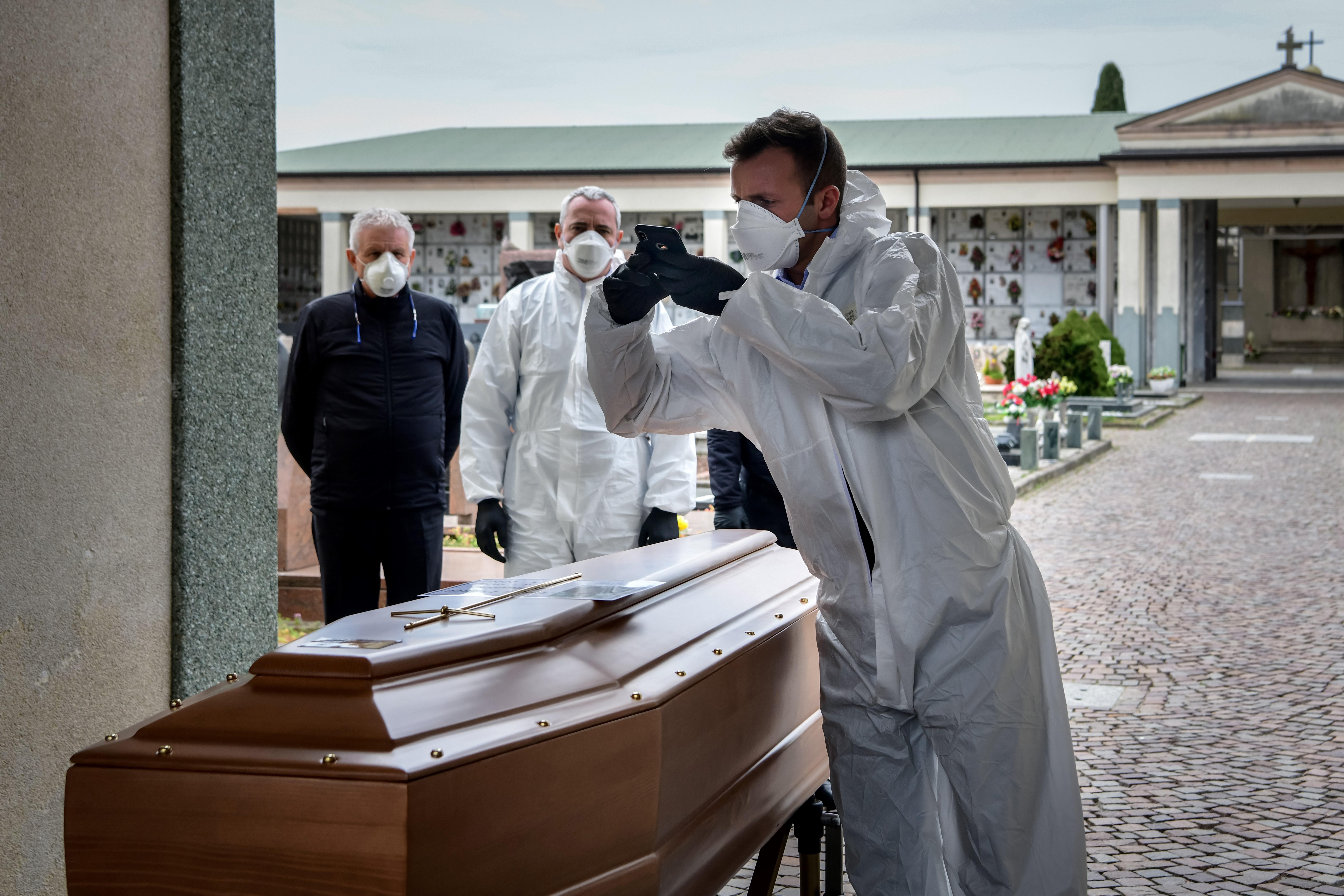 Minden 15. percben érkezik egy koporsó a madridi temetőbe