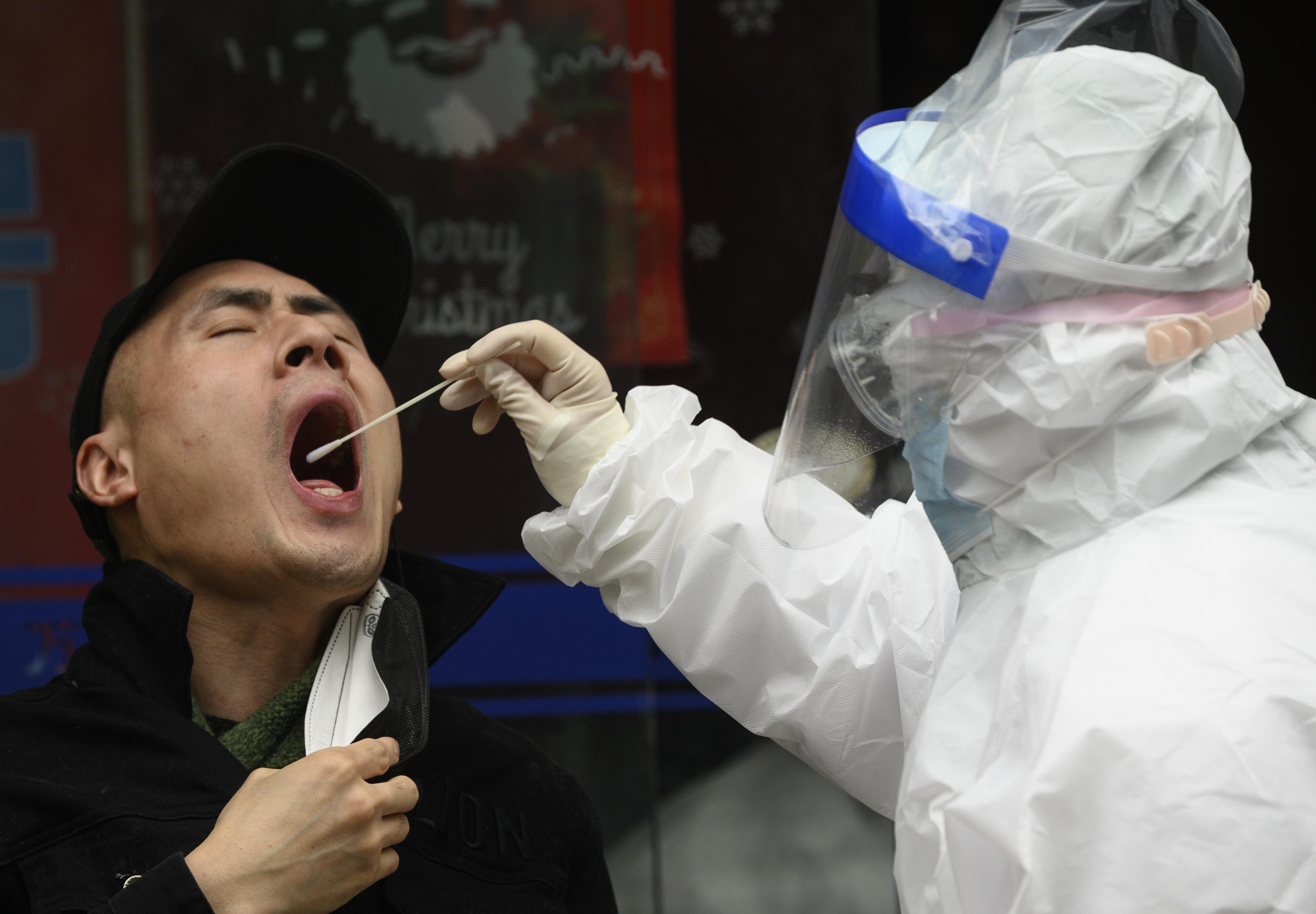 Kína eltitkolta a világ elől a járvány valódi méretét, állítja az amerikai hírszerzés