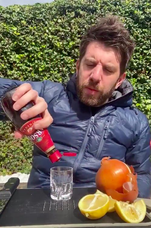 Egy brit sportújságíró mutatta meg, mit tesz az ízleléssel és  szaglással a koronavírus
