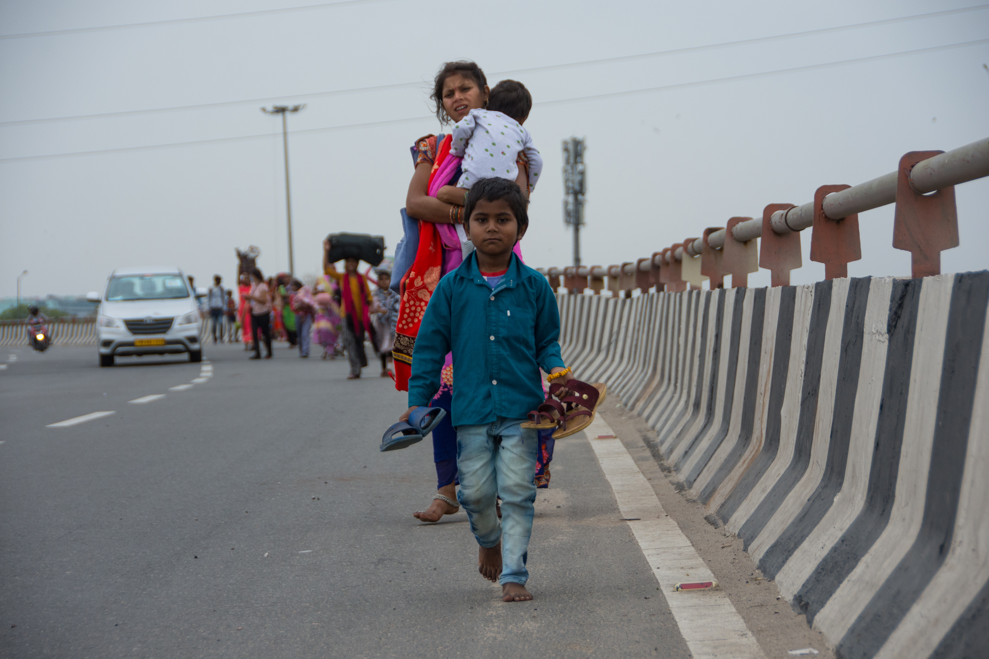 Humanitárius katasztrófa veszélye kíséri a koronavírusos lezárásokat Indiában