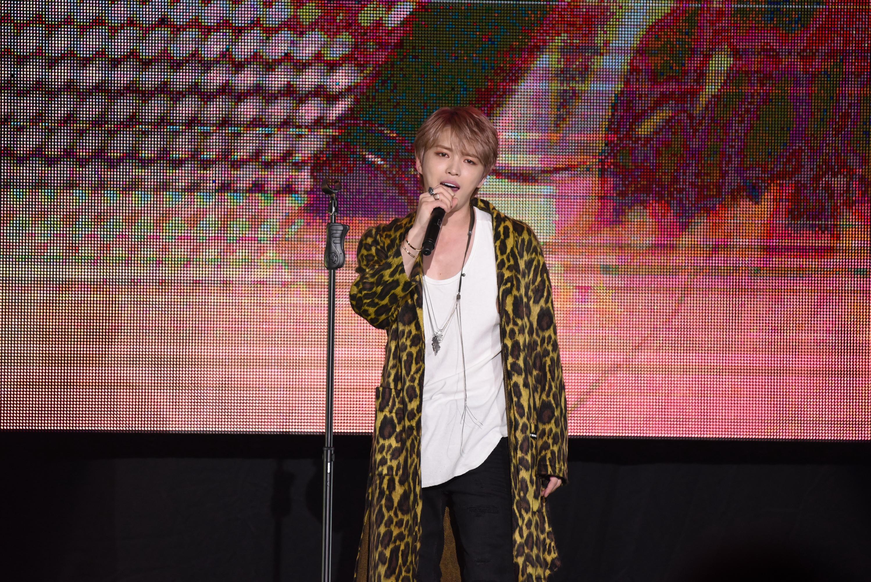 A K-pop banda tagja áprilisi tréfának szánta, hogy koronavírusos, de még saját rajongói is ellene fordultak