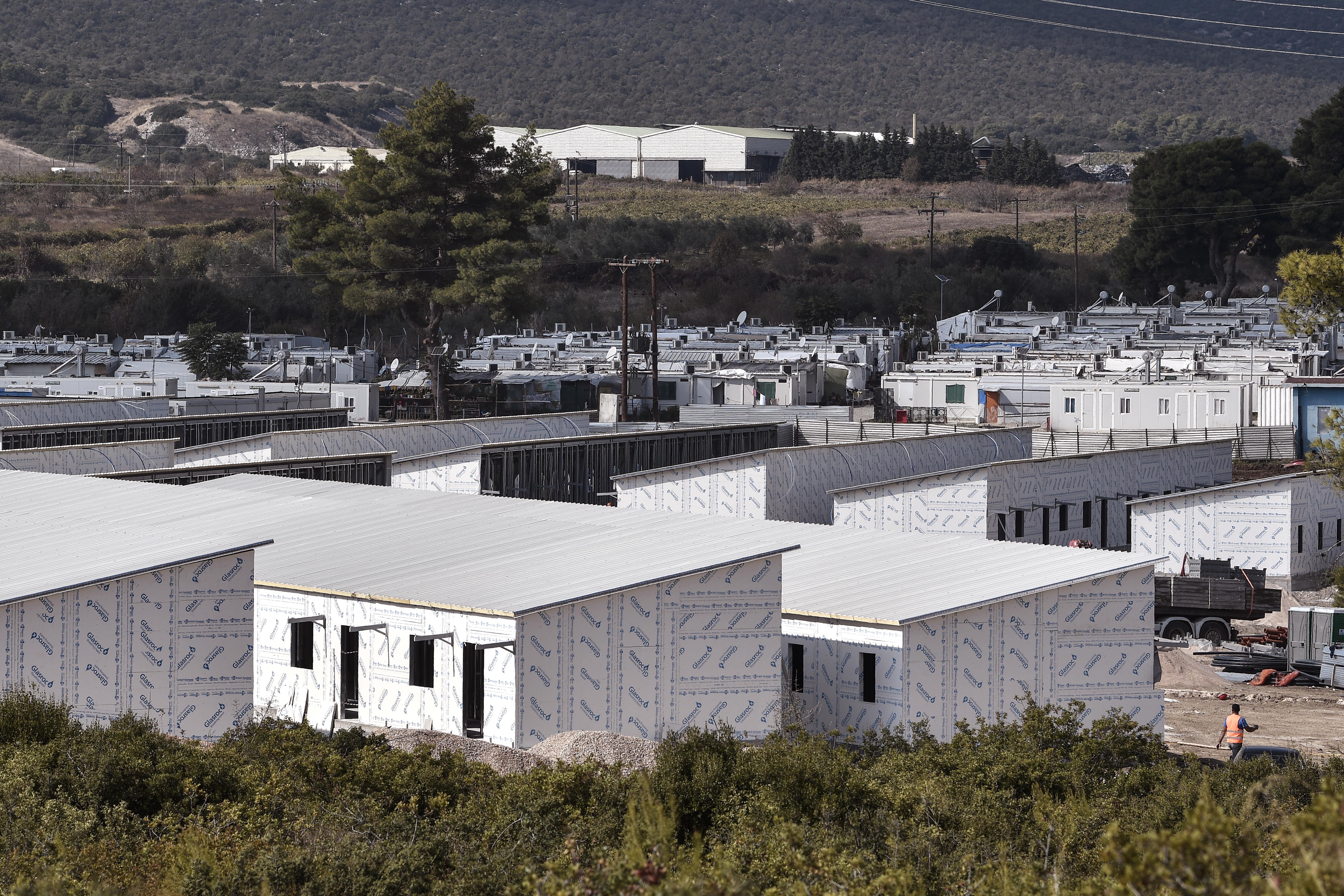 Karantén alá vontak egy görögországi menekülttábort, mert húsz koronavírus-fertőzöttet találtak