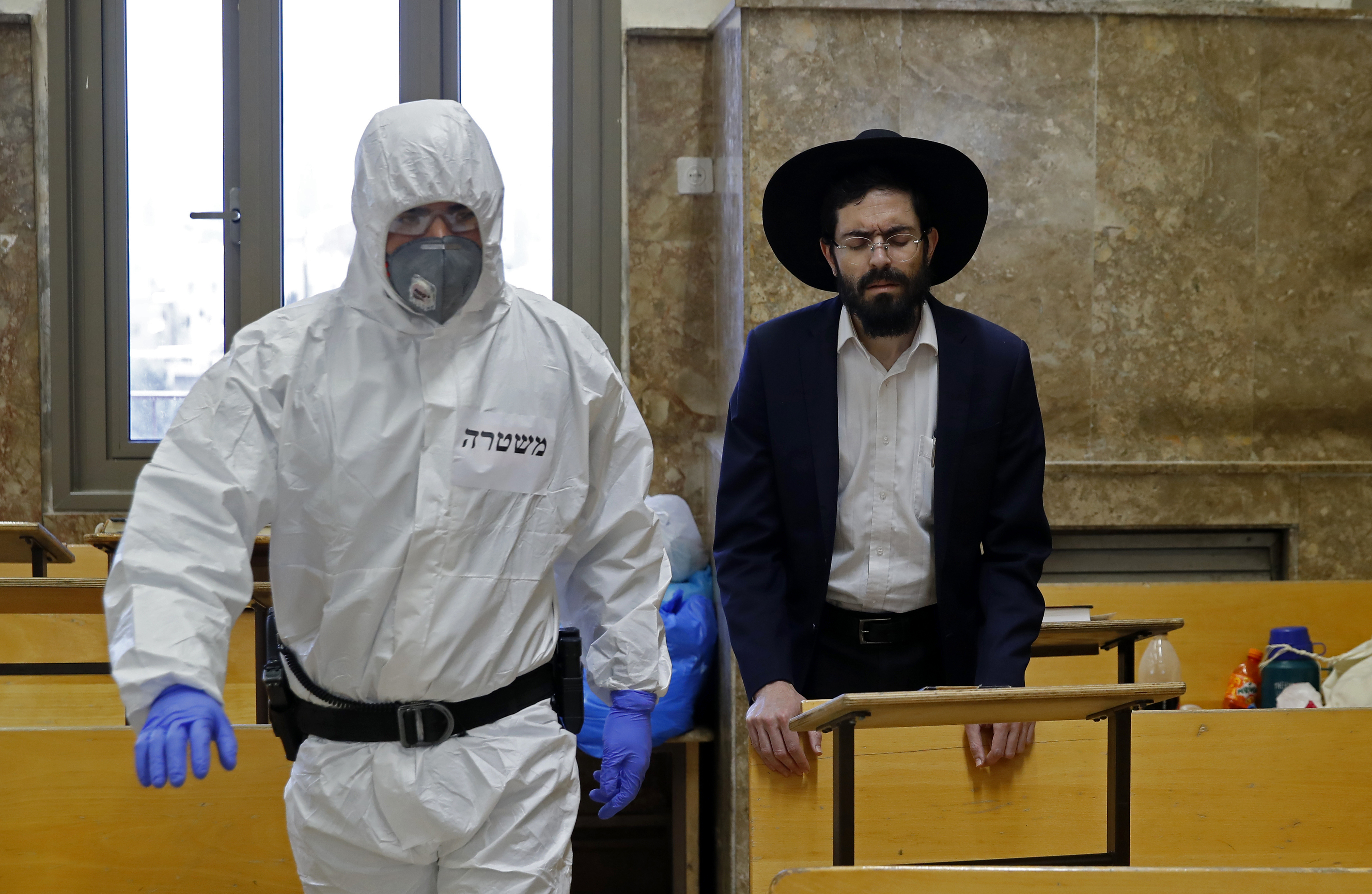 Izraelben már nem kell kültéren maszkot viselni