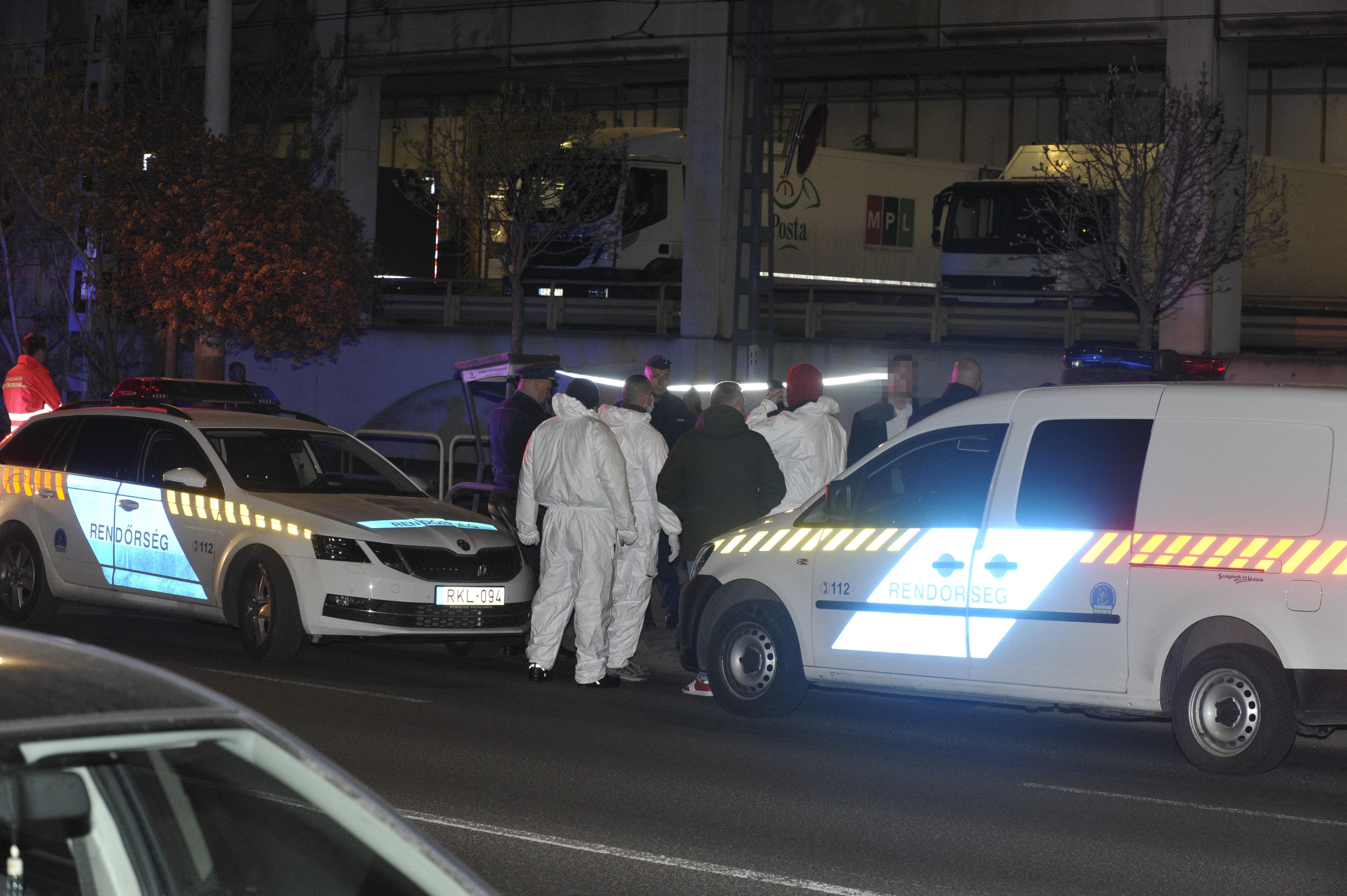 Vádat emeltek három ember ellen, akik tavaly a 28-as villamoson belekötöttek egy férfiba, majd agyonszúrták