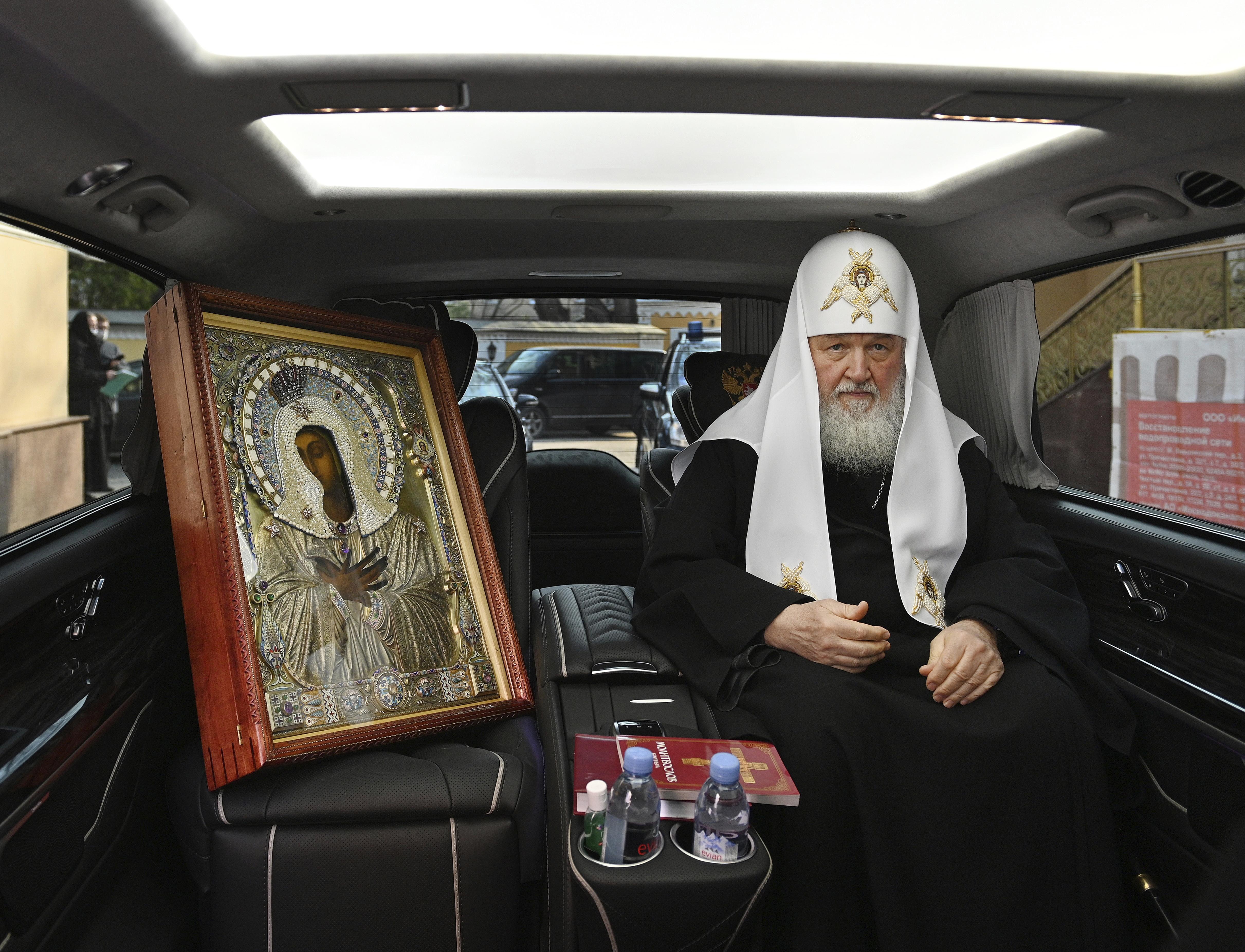 Moszkva pátriárkája autós körmenetet szervezett a koronavírus ellen