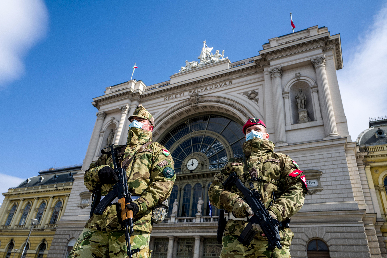 Ki védi most a hazát váratlan támadás ellen?