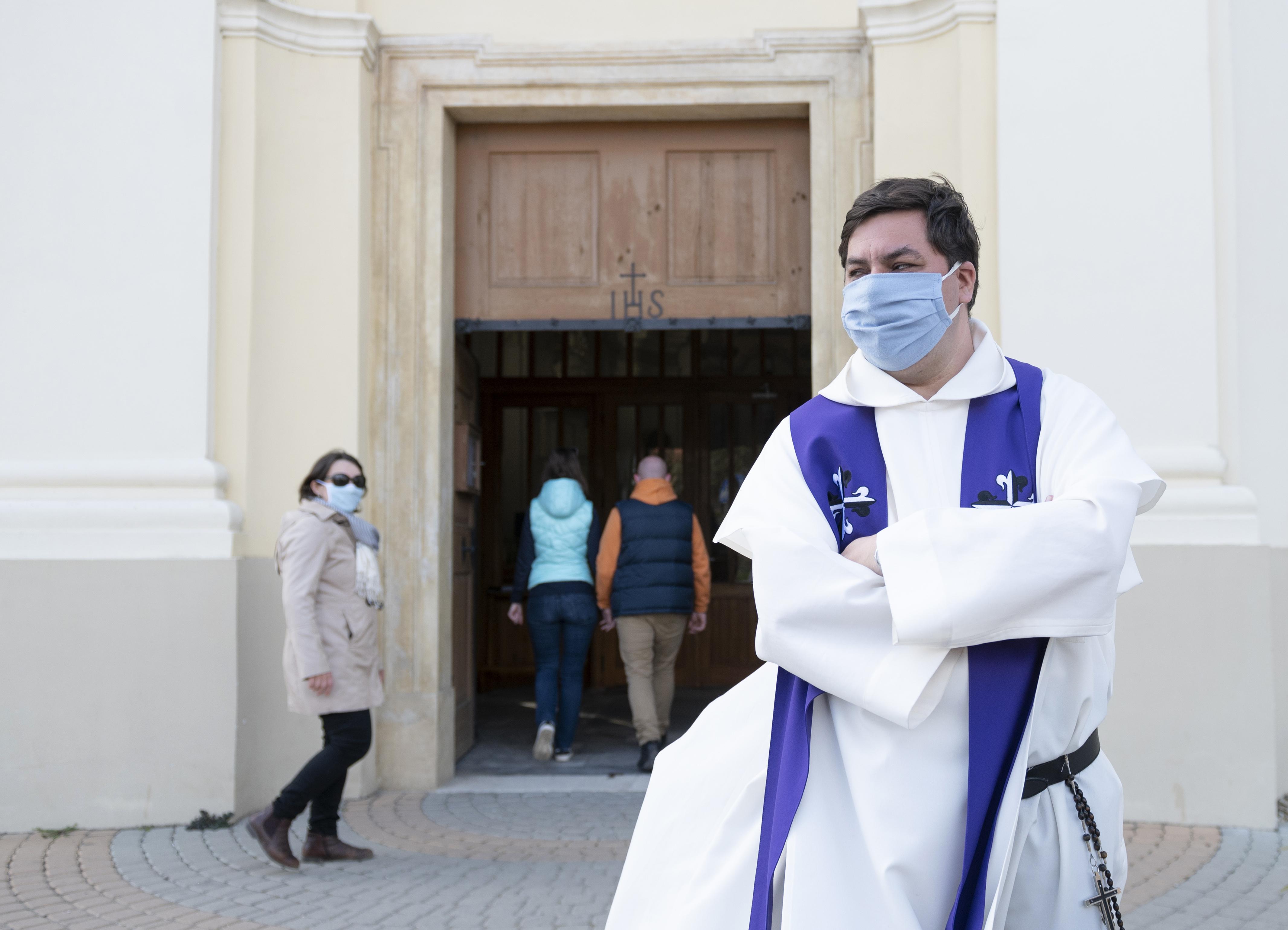 Már 112 fertőzöttje van a két héttel ezelőtti, frankfurti istentiszteletnek