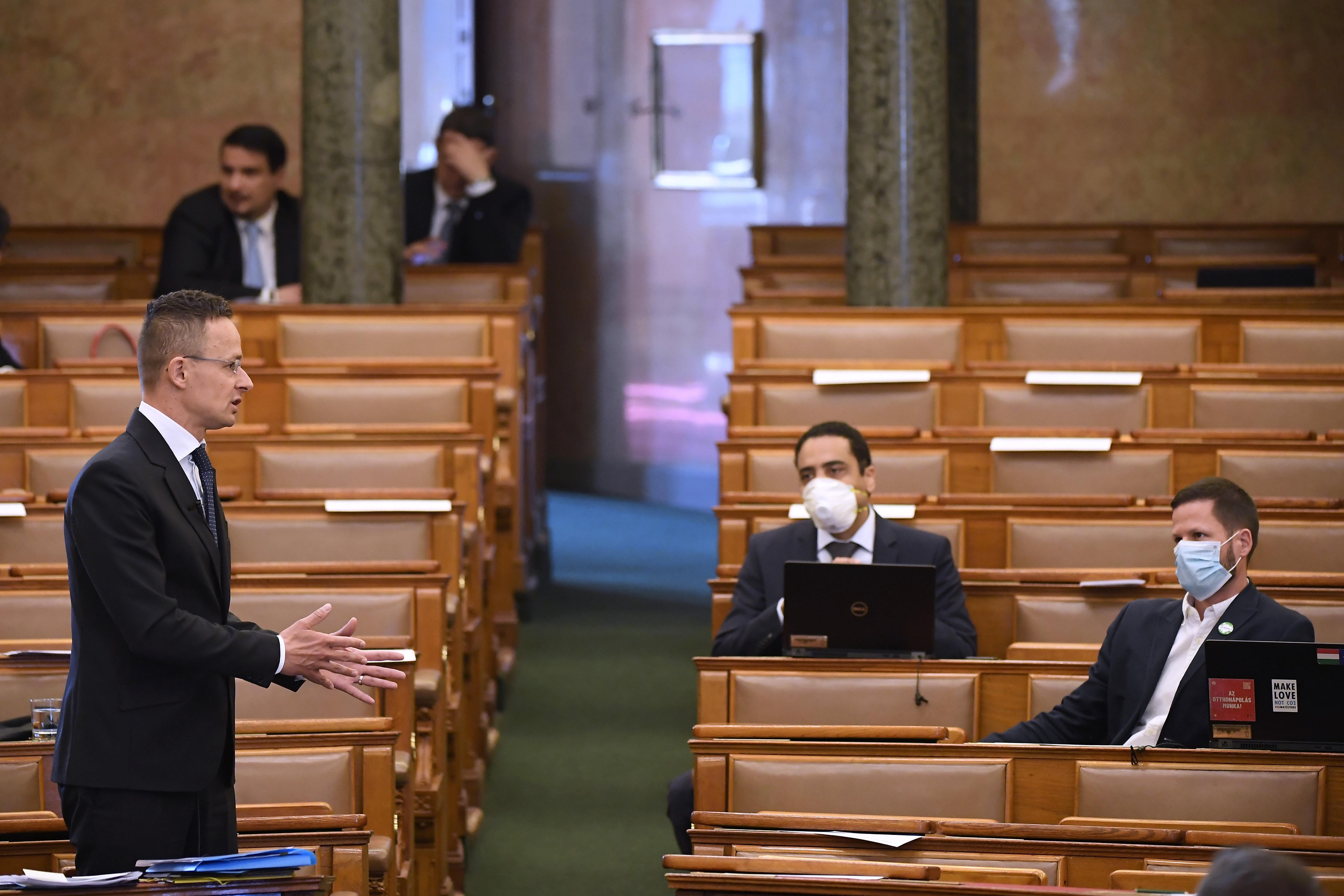 A kormány a Balkánra is több védőeszközt küldött, mint a fővárosi önkormányzatnak