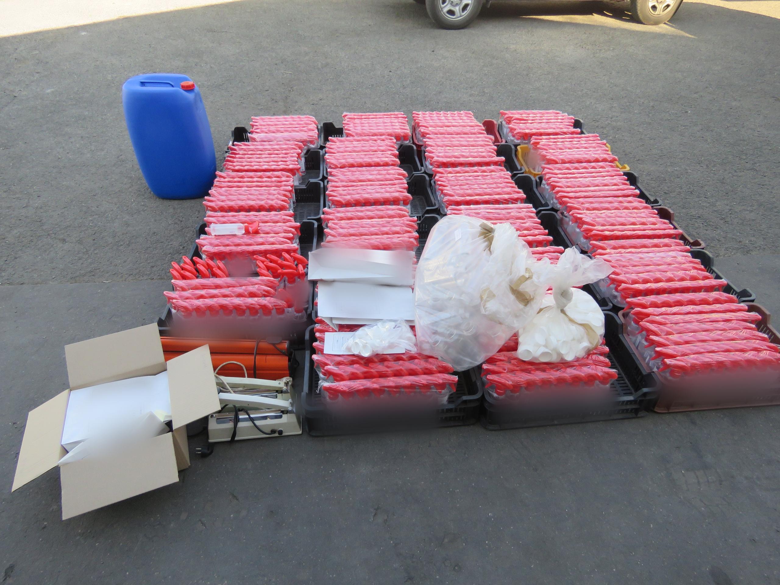 Egy hónapra letartóztatták a hamis fertőtlenítőszerrel üzletelő csalókat