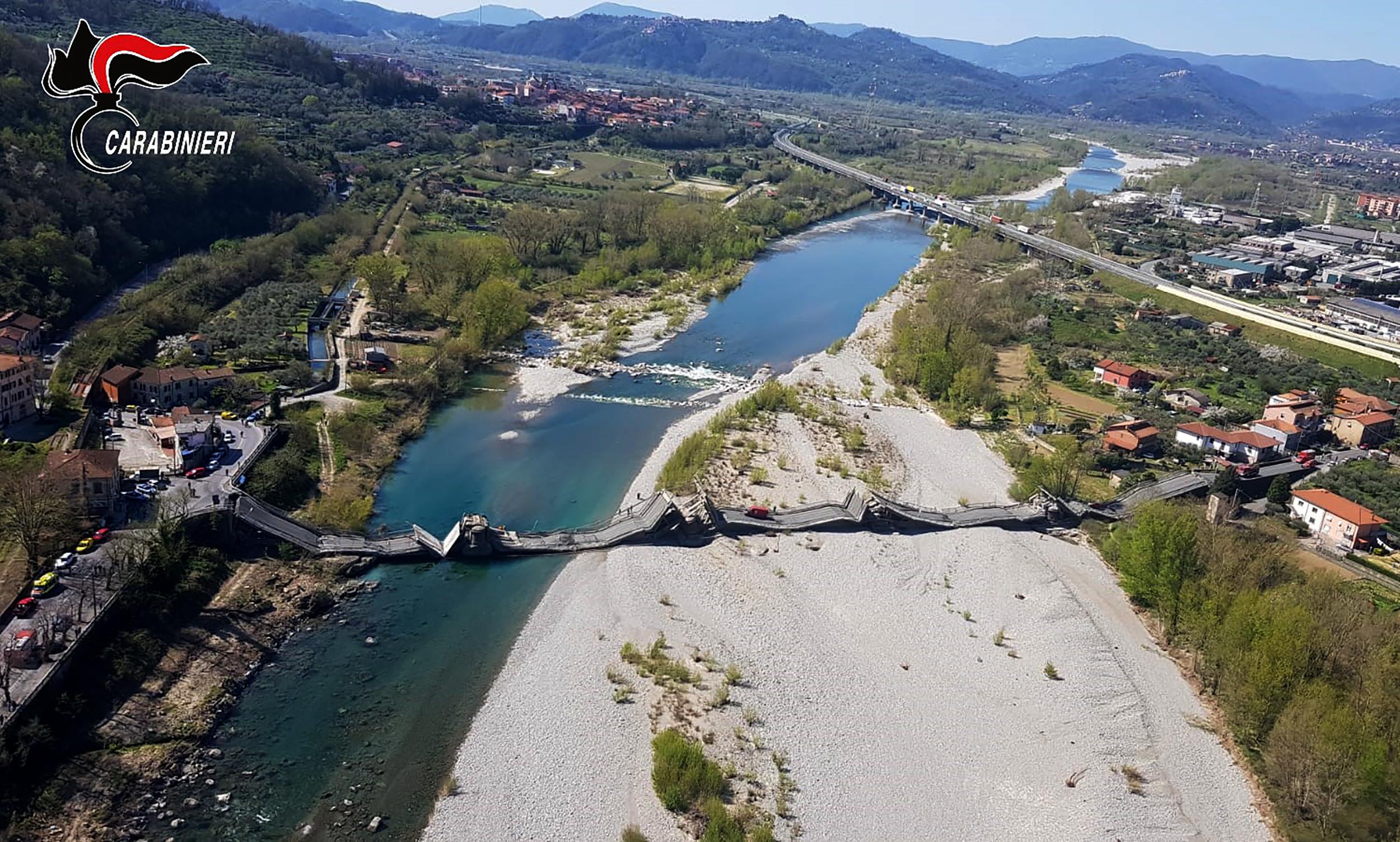 Leszakadt egy híd Genova és Firenze között
