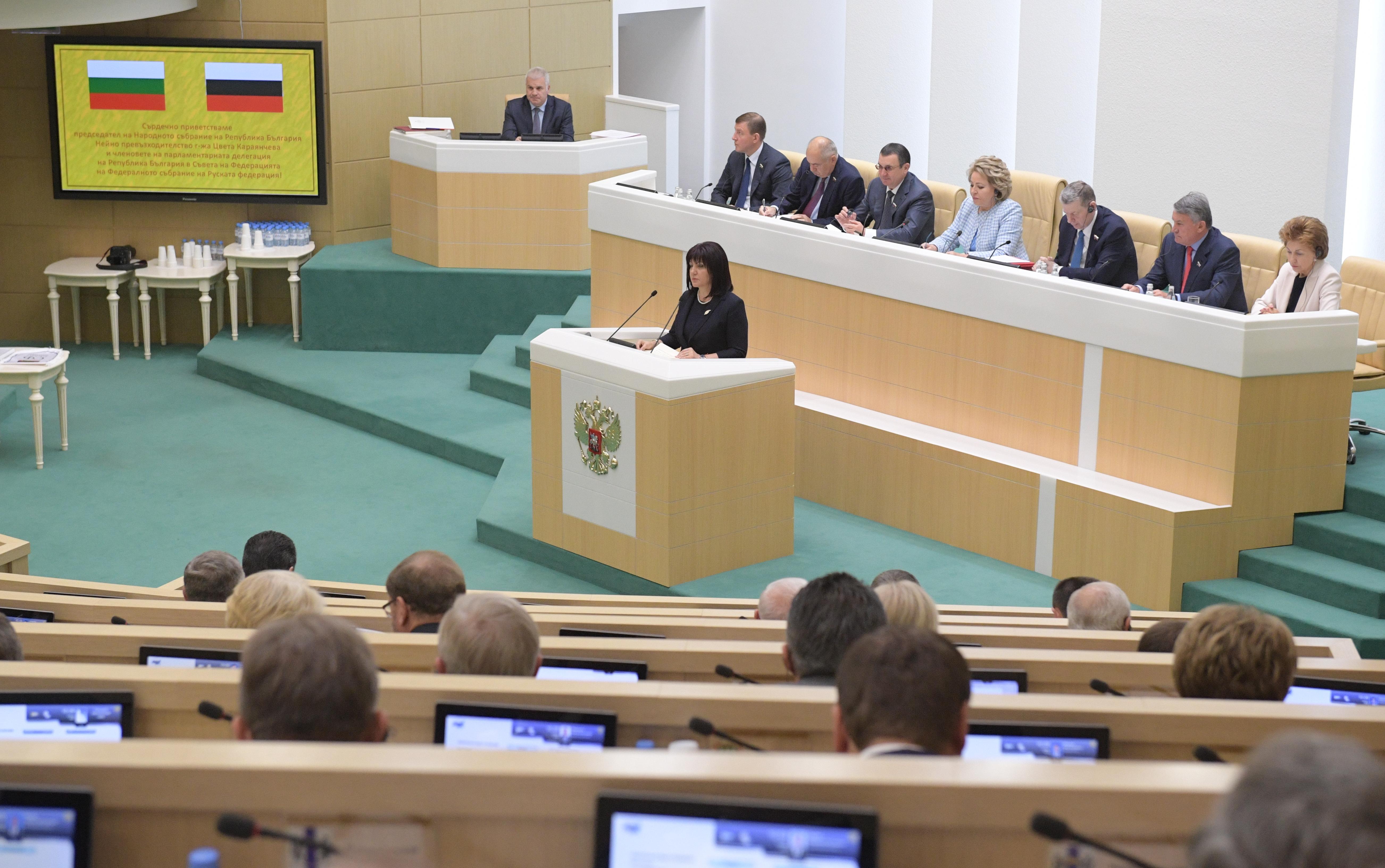 Több bolgár képviselőt is megbírságoltak, amiért nem hordtak maszkot a parlamentben