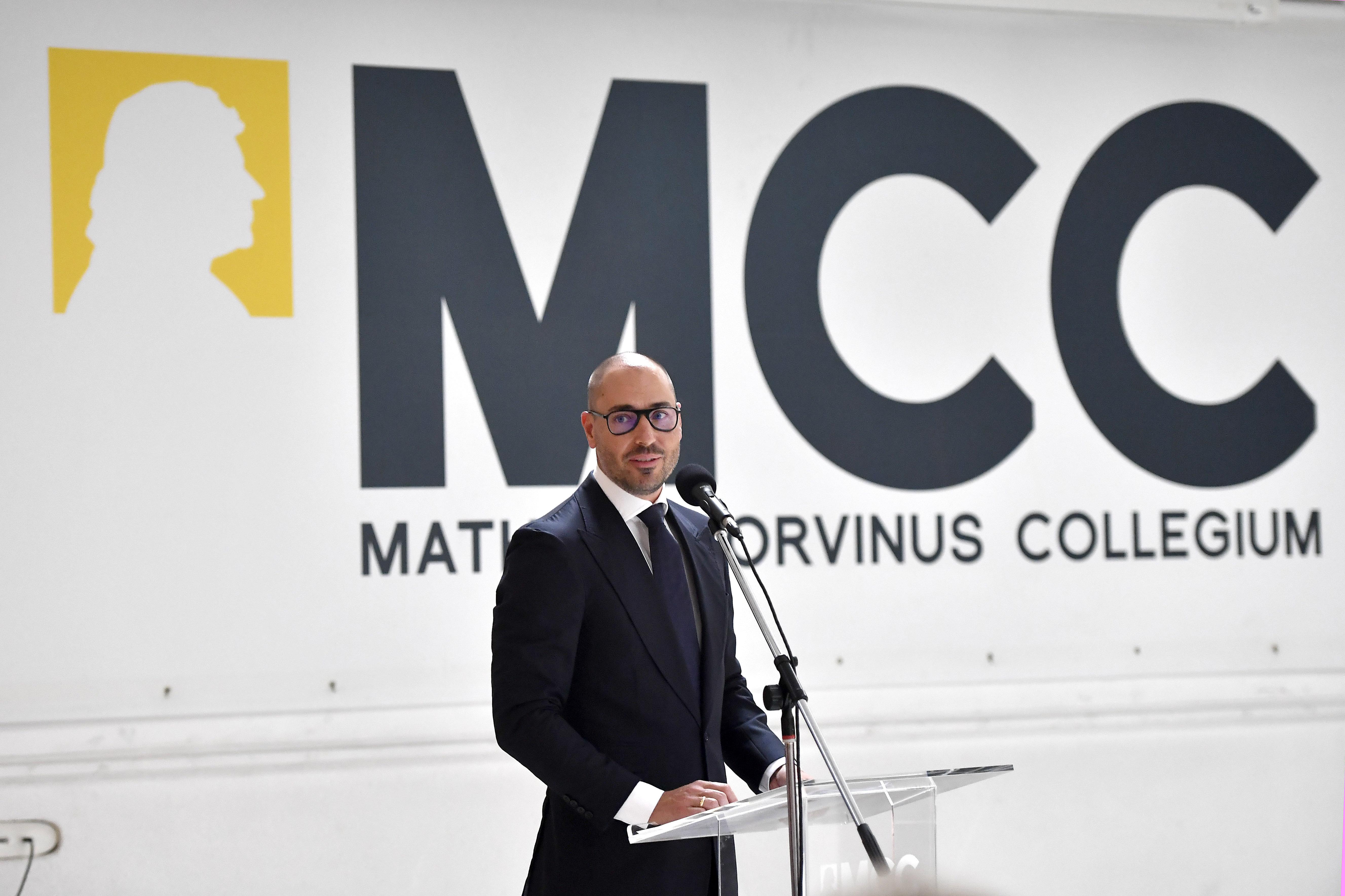 Az MCC alapítványa megkapta a Mol és a Richter részvényeit