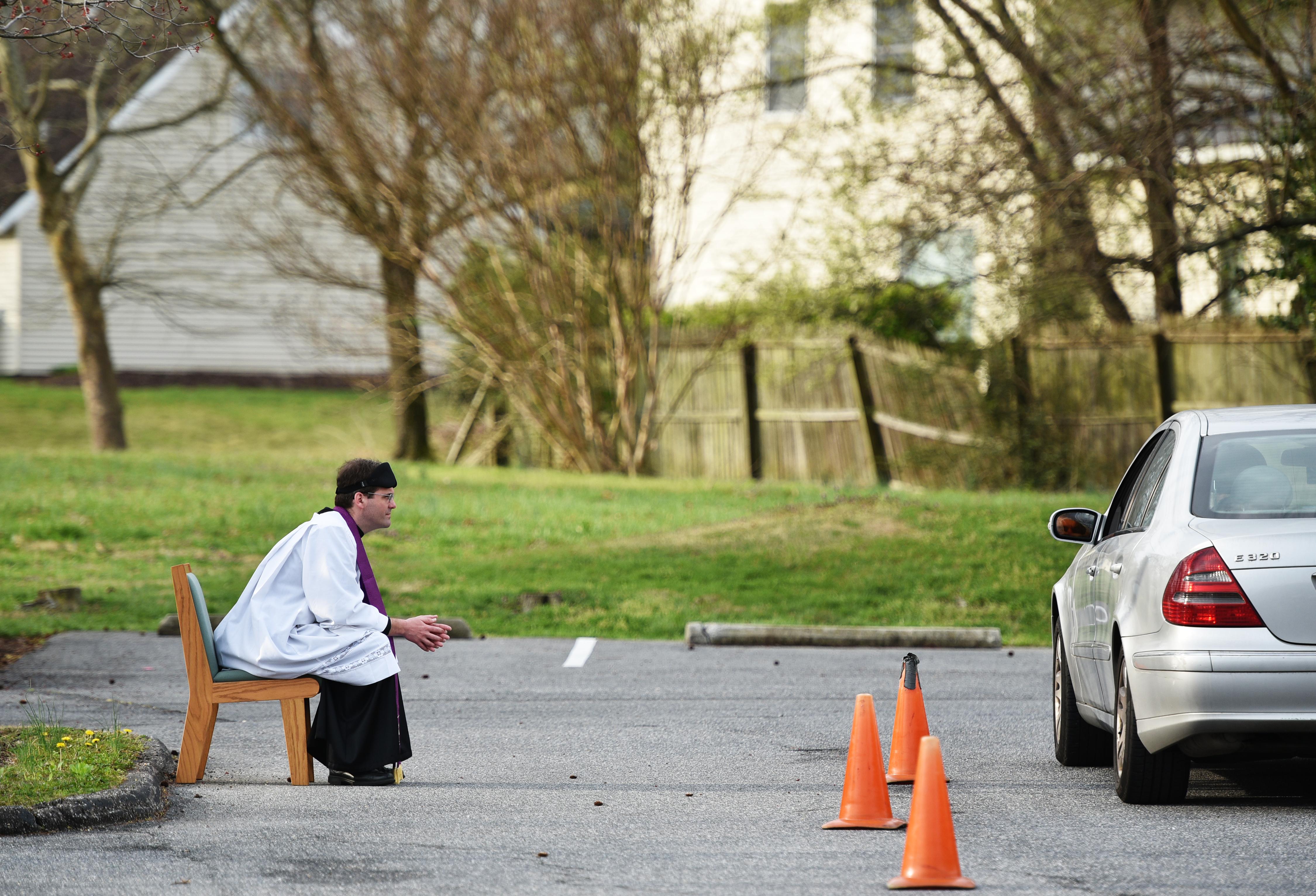 Autós távgyóntatást is végeznek amerikai papok