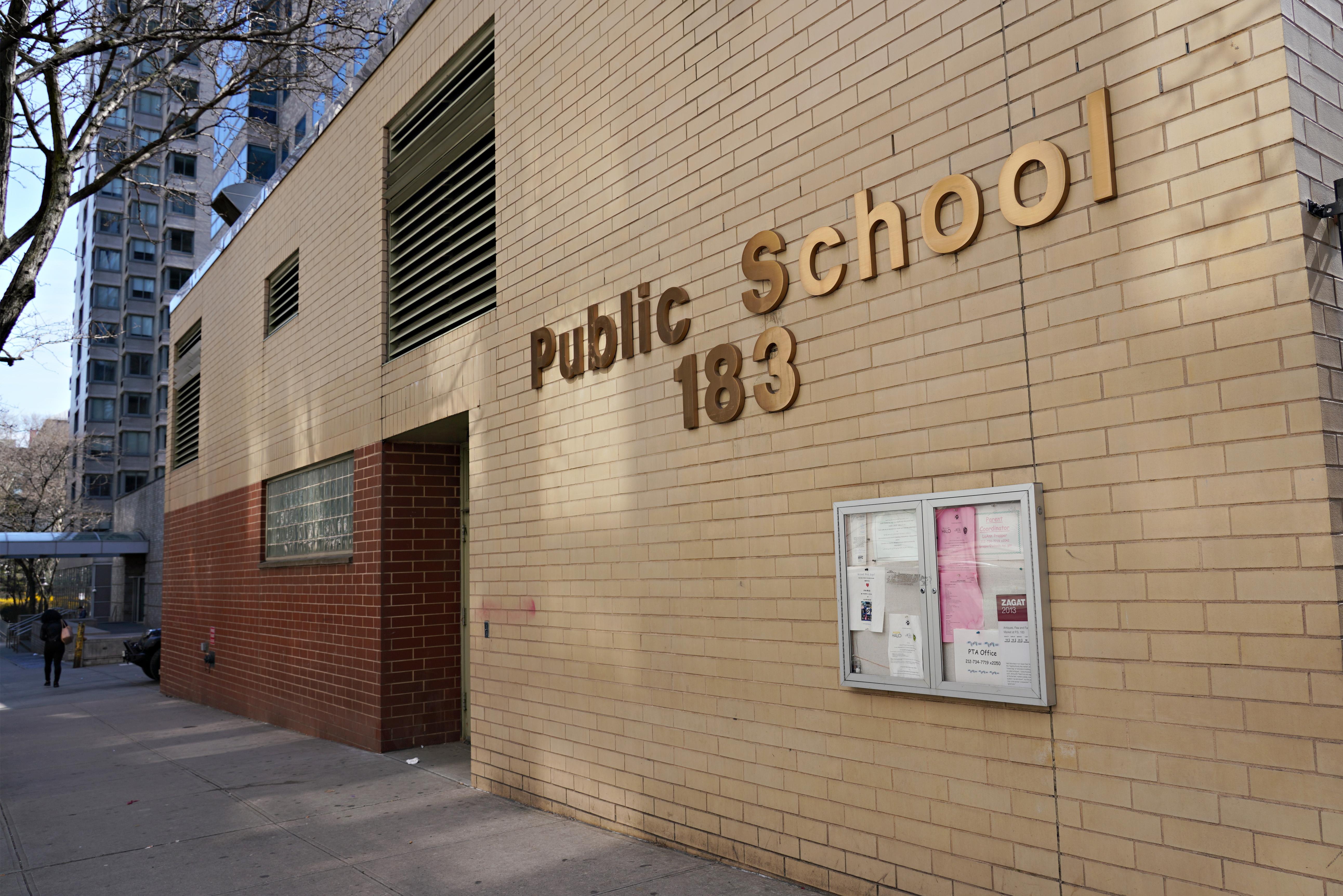 A polgármester szerint New York iskolái zárva maradnak a tanév végéig