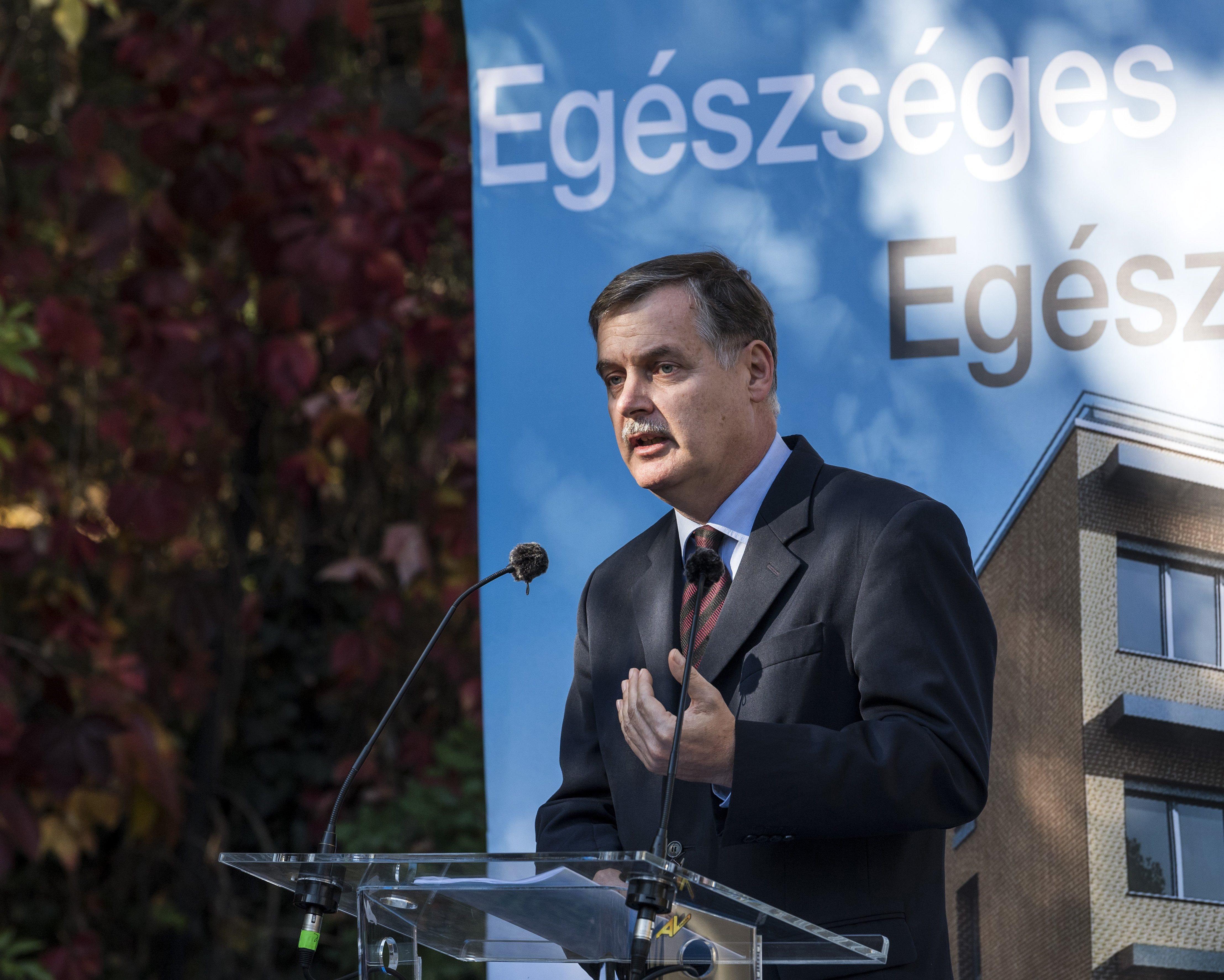 Miután Balog Zoltán is kiállt a leváltott igazgató mellett, megszólalt a Magyar Nemzet: Soros
