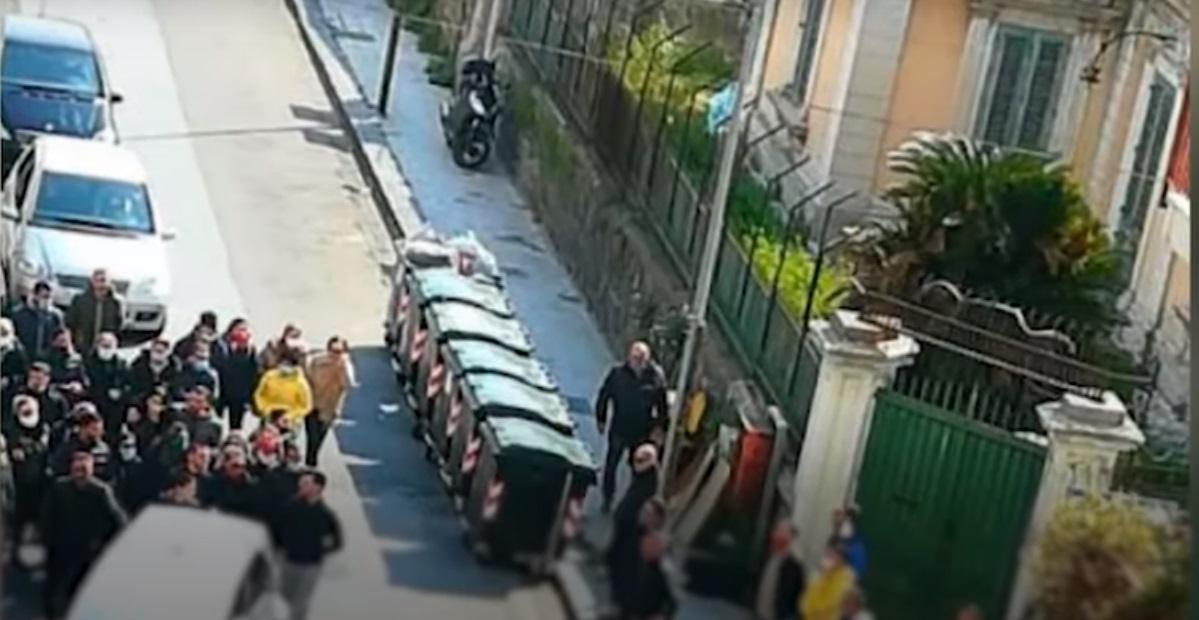 Hiába a tiltás, az egész család összegyűlt az egykori olasz maffiafőnök testvérének temetésén