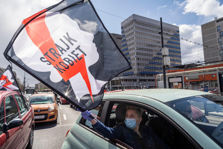 Újra az abortusz ellehetetlenítése ellen tüntetnek Lengyelországban