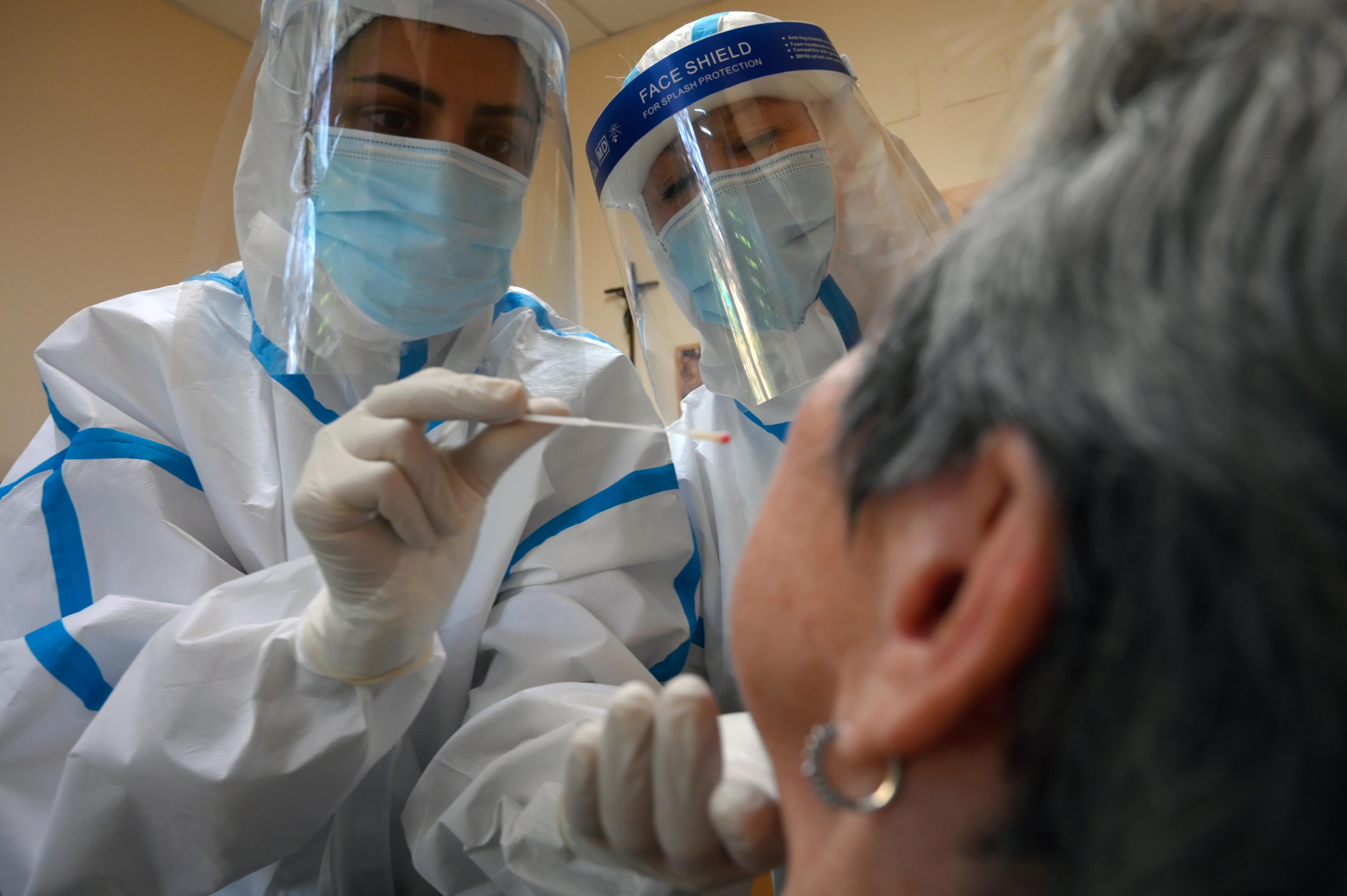 Akár hónapokra is kiüthet a koronavírus