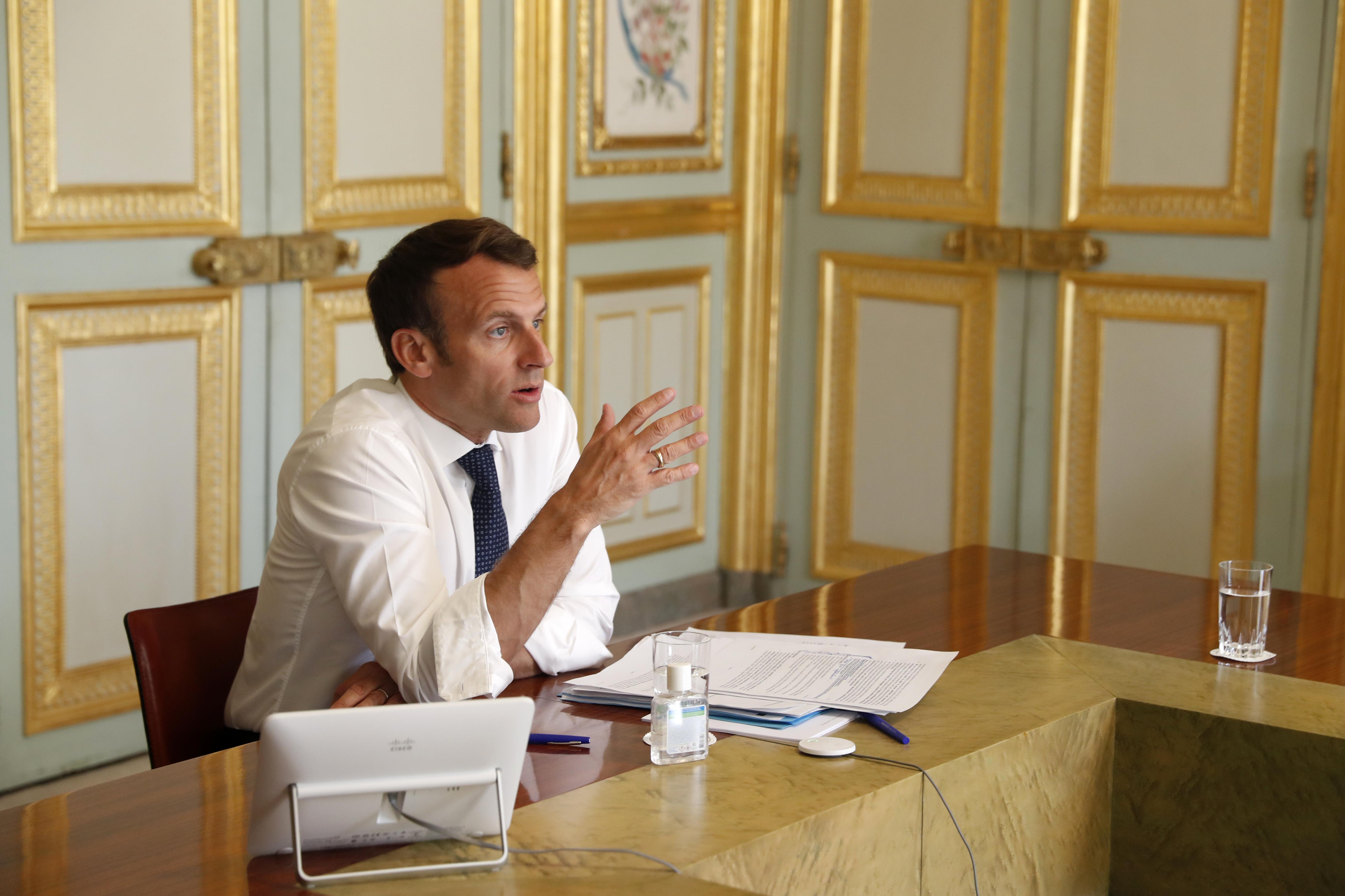 Macron rasszizmus elleni fellépést ígért, de Franciaországban nem lesz szobordöntögetés