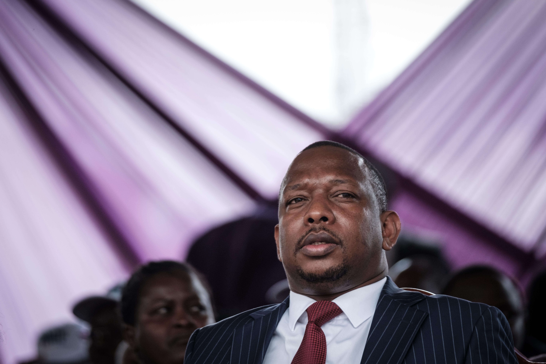 A kenyai kormányzó konyakot küldött az embereknek a koronavírus elleni küzdelemhez