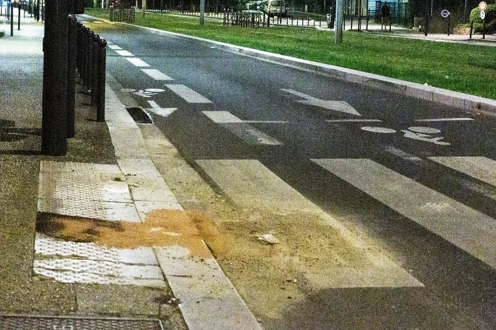 Könnygázzal oszlatták a rendőrökre támadó helyieket egy Párizs melletti lakótelepen