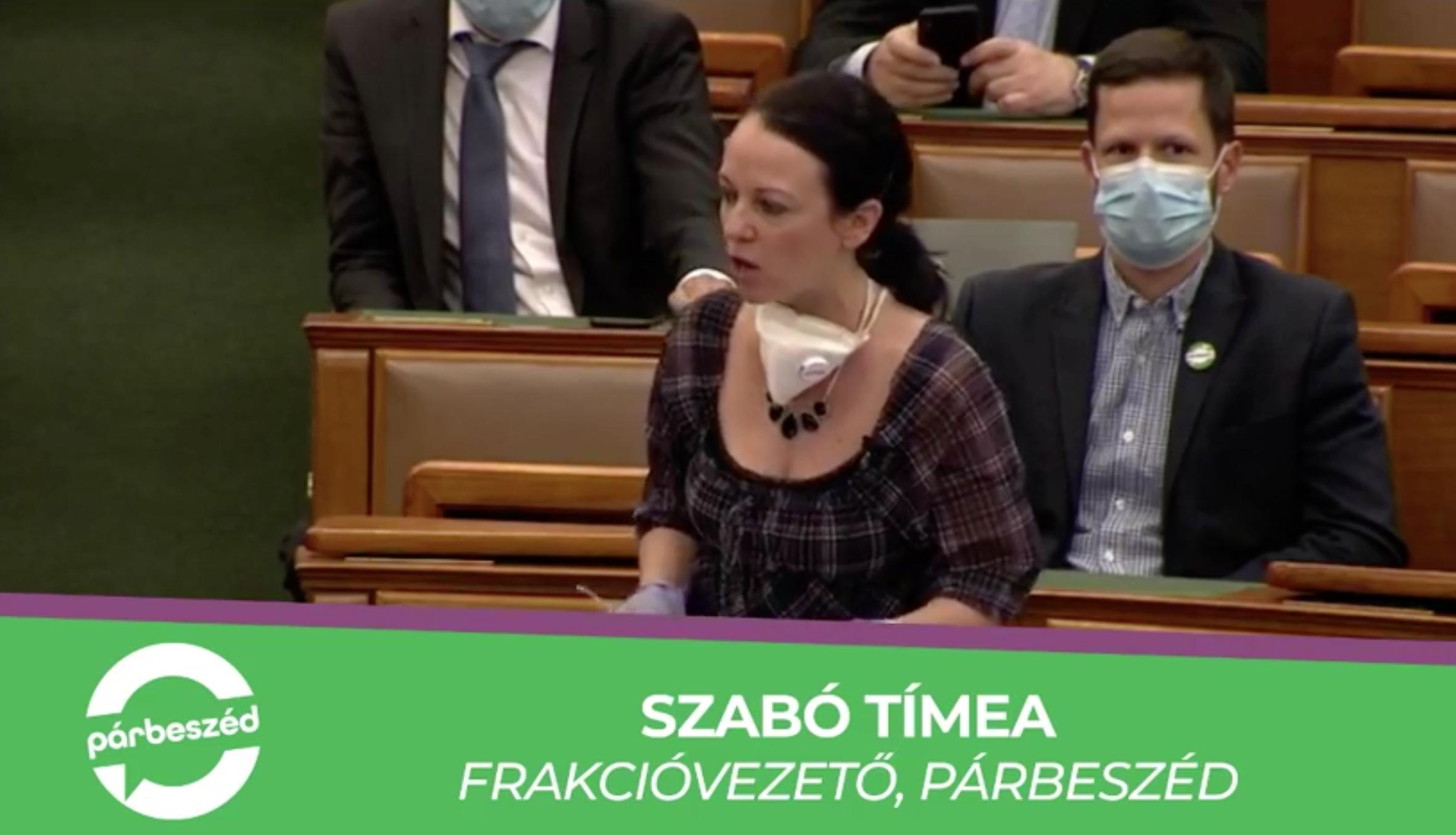 Tapssal fojtotta bele a szót Szabó Tímeába a Fidesz