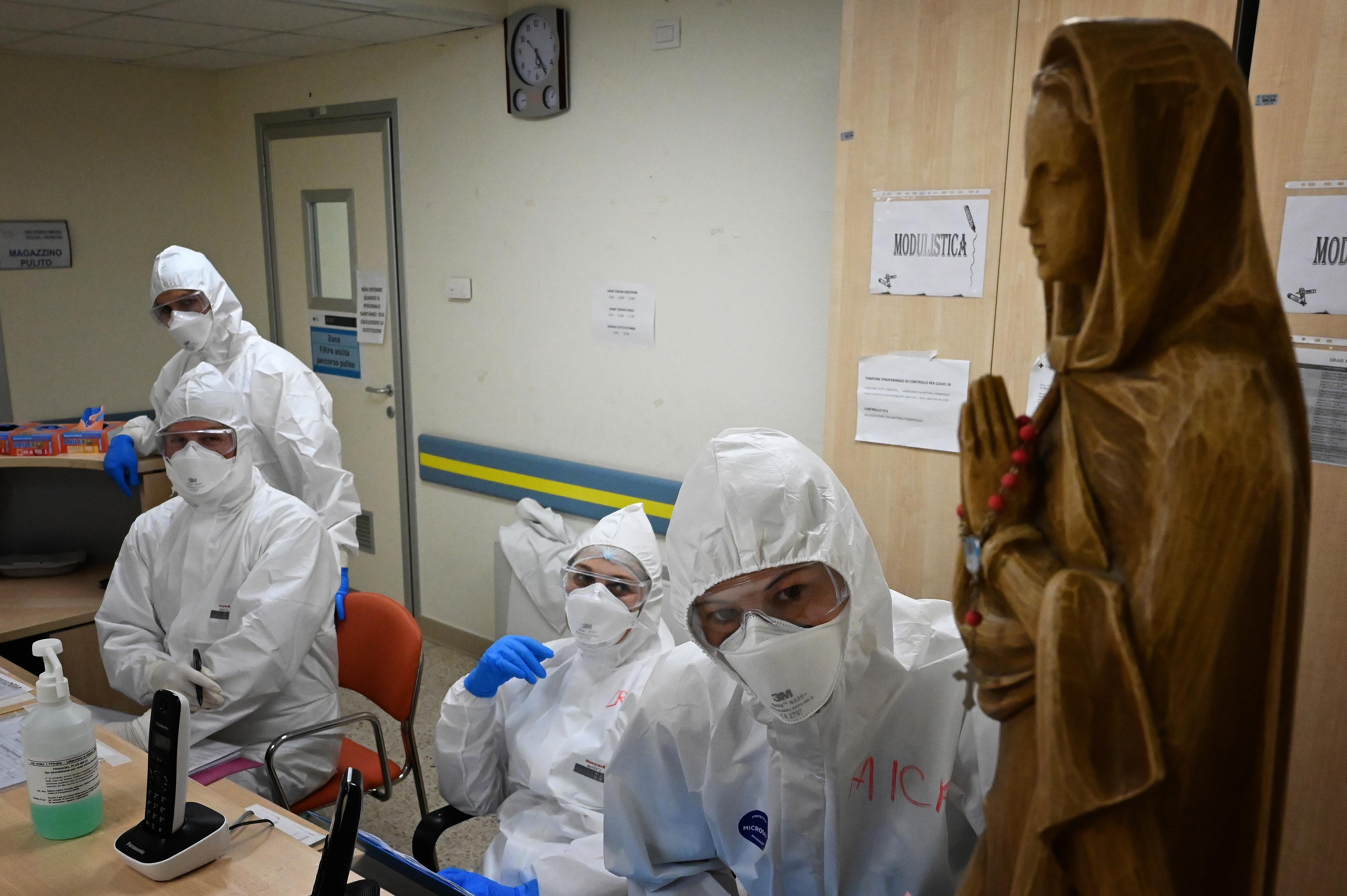 20-30 százalékkal kevesebb pénzt visznek haza az egészségügyi dolgozók a járványhelyzet miatt