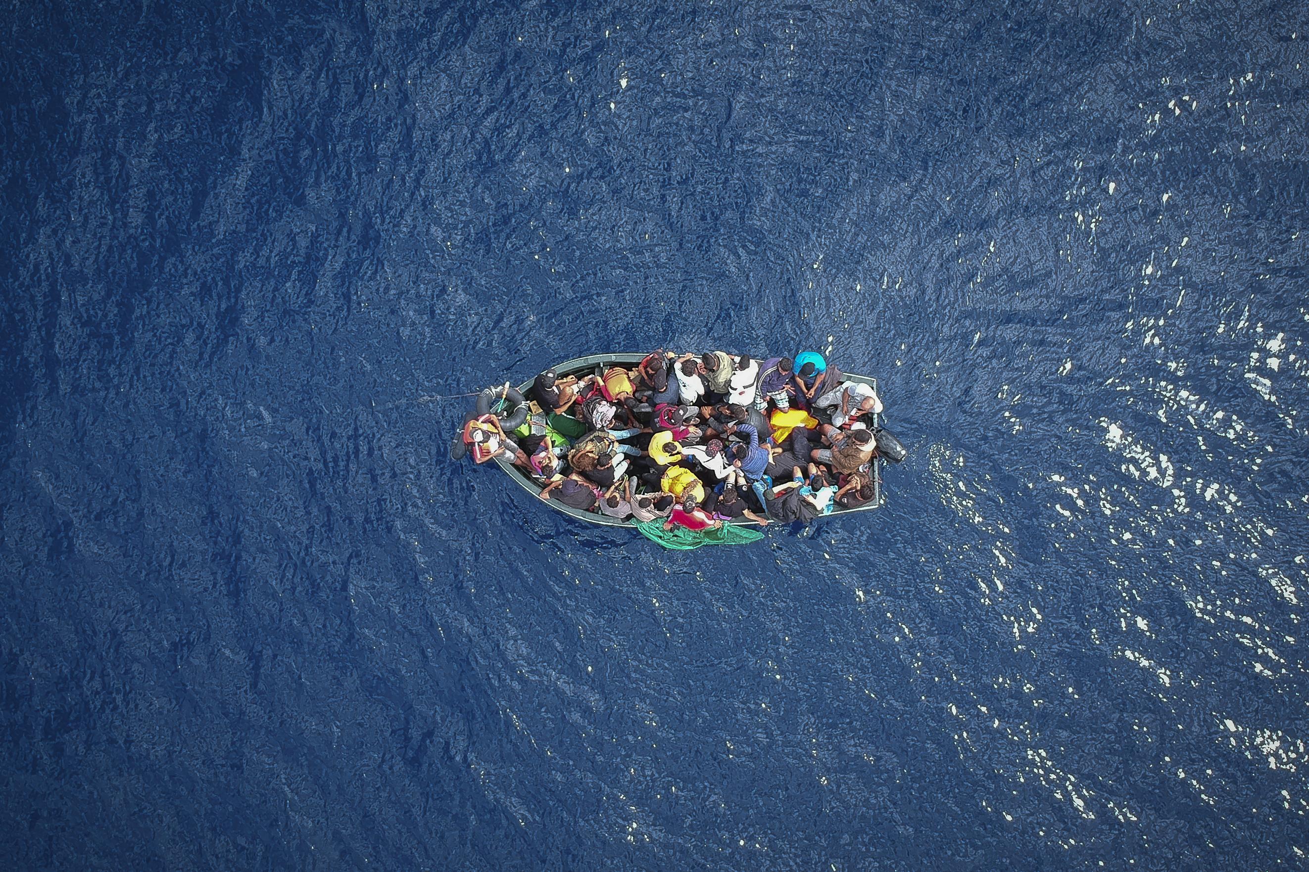 """""""30 percetek van"""" - mondta a máltai hadihajó a menekülteknek, miután útba igazította őket Szicília felé"""