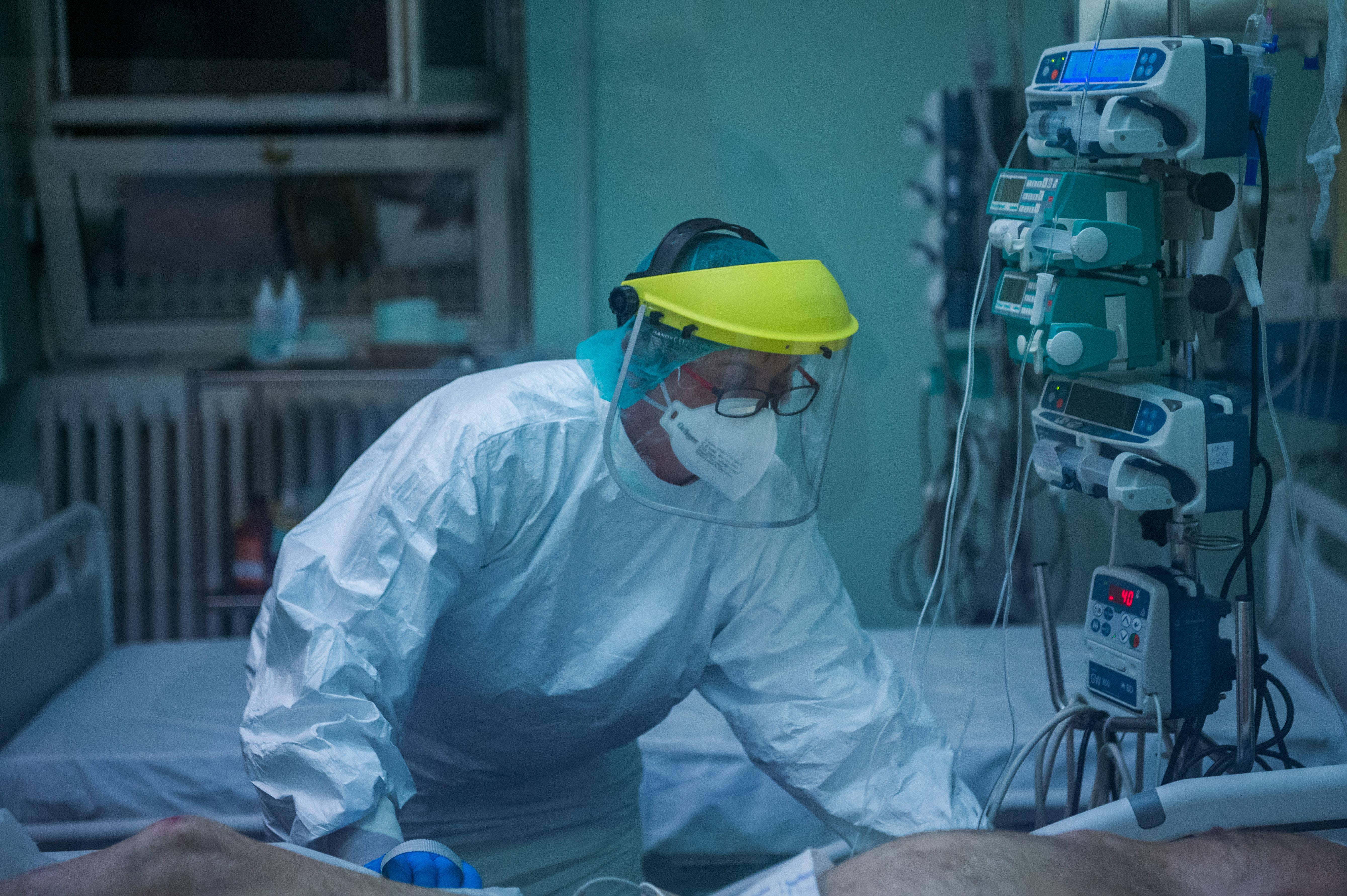 A kevés szakápoló miatt nem lehet 3000-nél több intenzíves ággyal számolni a járványban