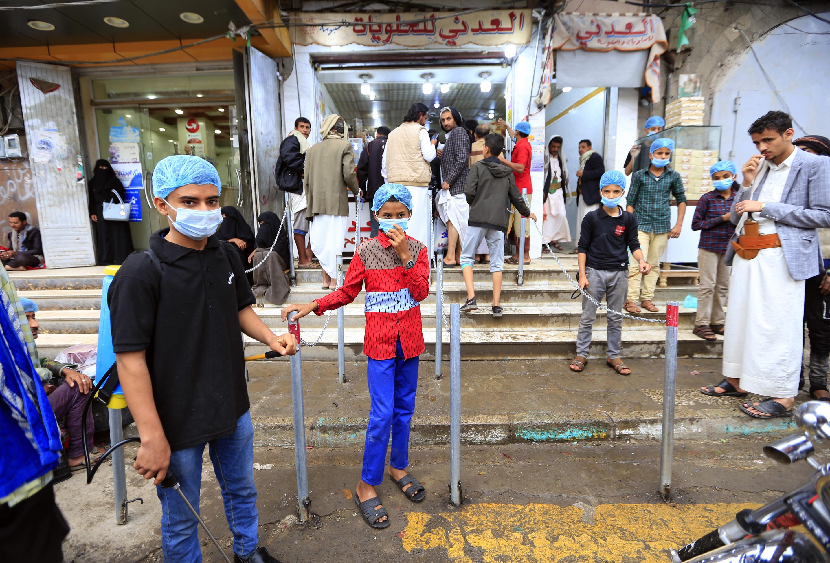 Tűz ütött ki egy jemeni menekülttáborban, legalább nyolcan meghaltak