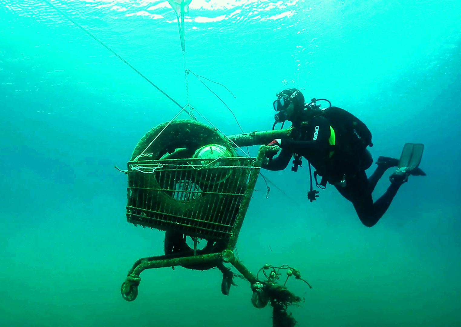 Felfoghatatlan, mennyi műanyagot halmozunk fel a tenger mélyén