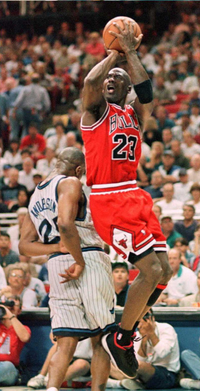 Michael Jordan százmillió dollárt kapott volna egy kétórás szereplésért. Nem kellett neki