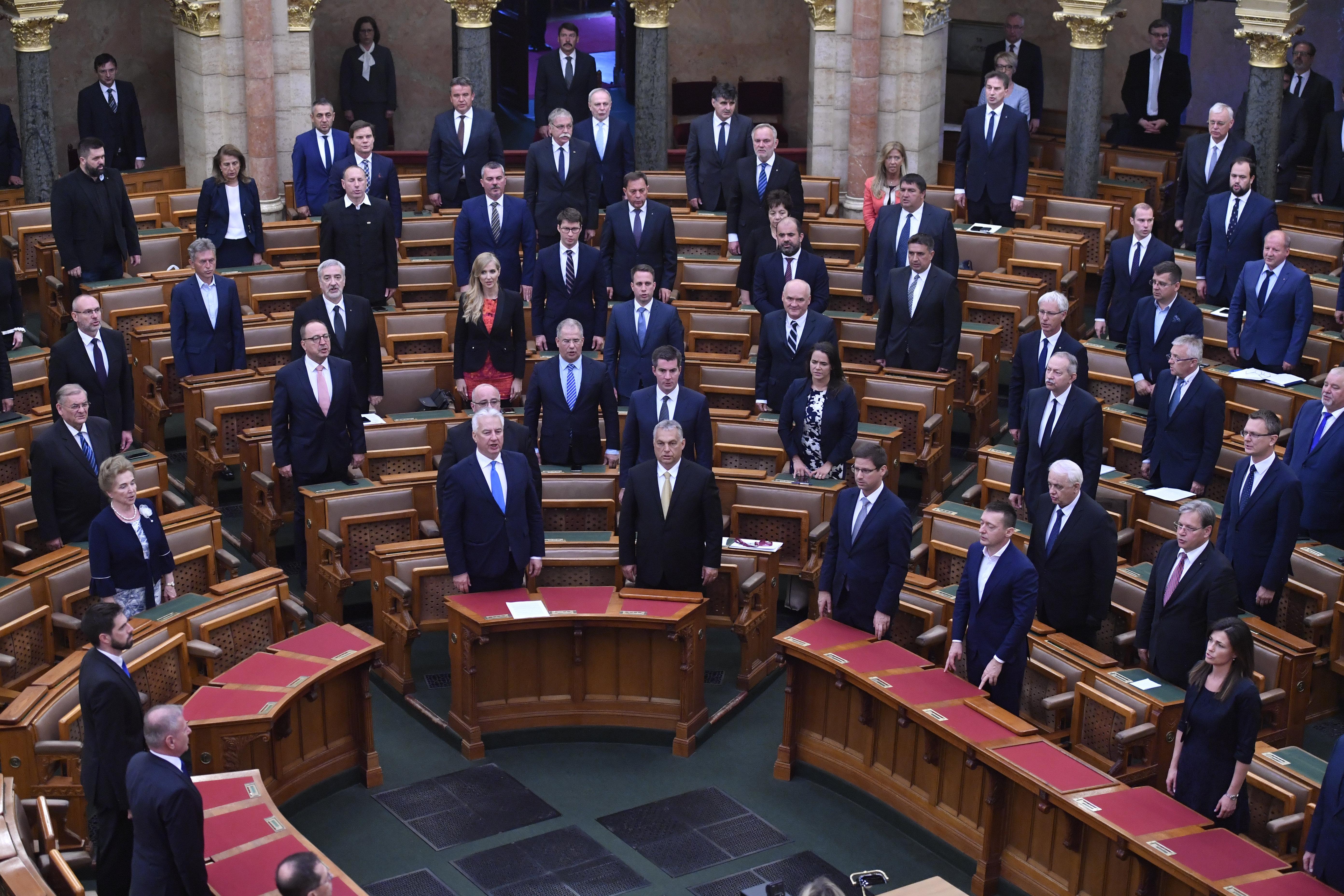 Az ellenzéki pártok is meg fogják szavazni a rendkívüli jogrend bevezetését