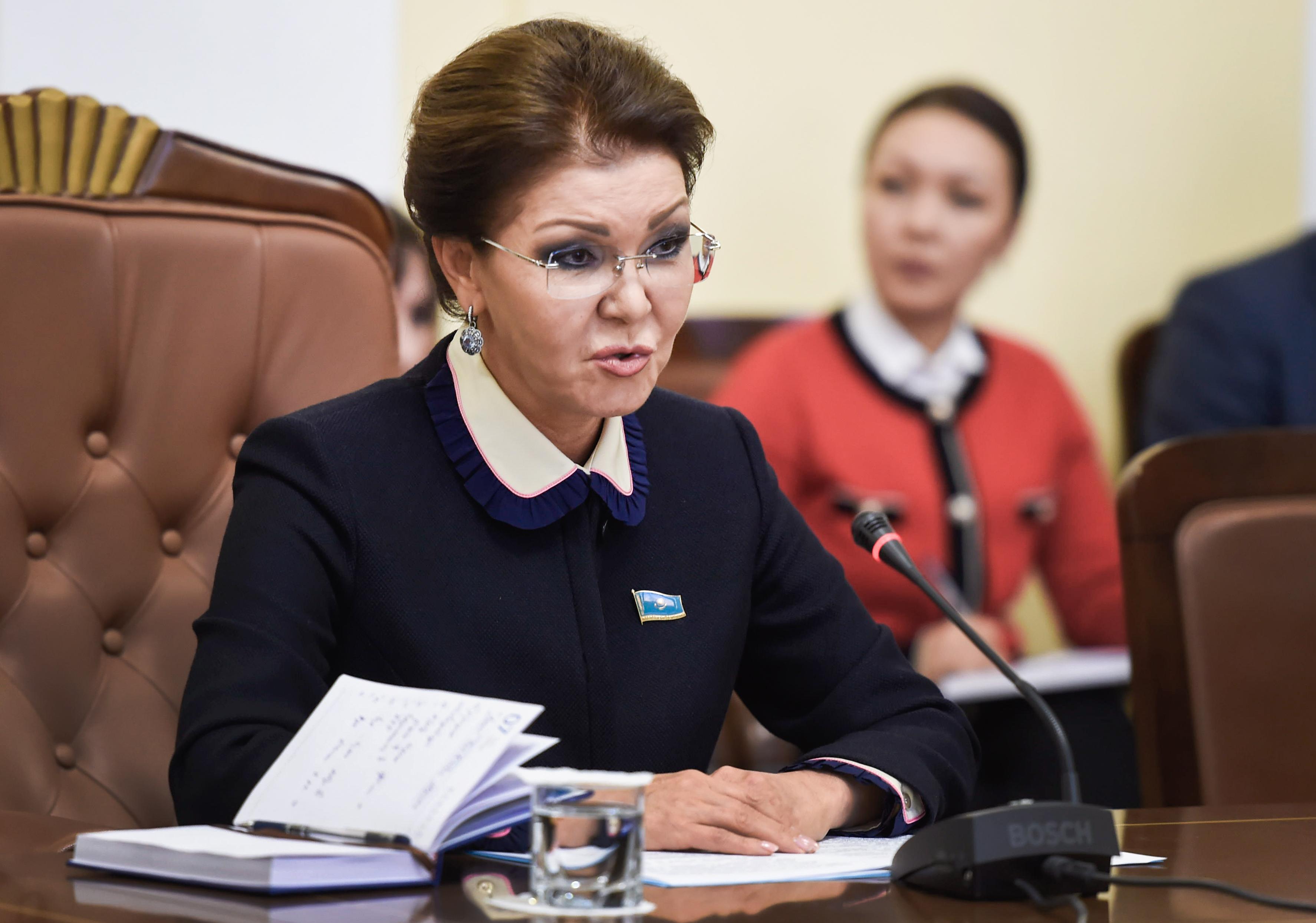 A kazah államfő leváltotta a volt elnök lányát a felsőház éléről