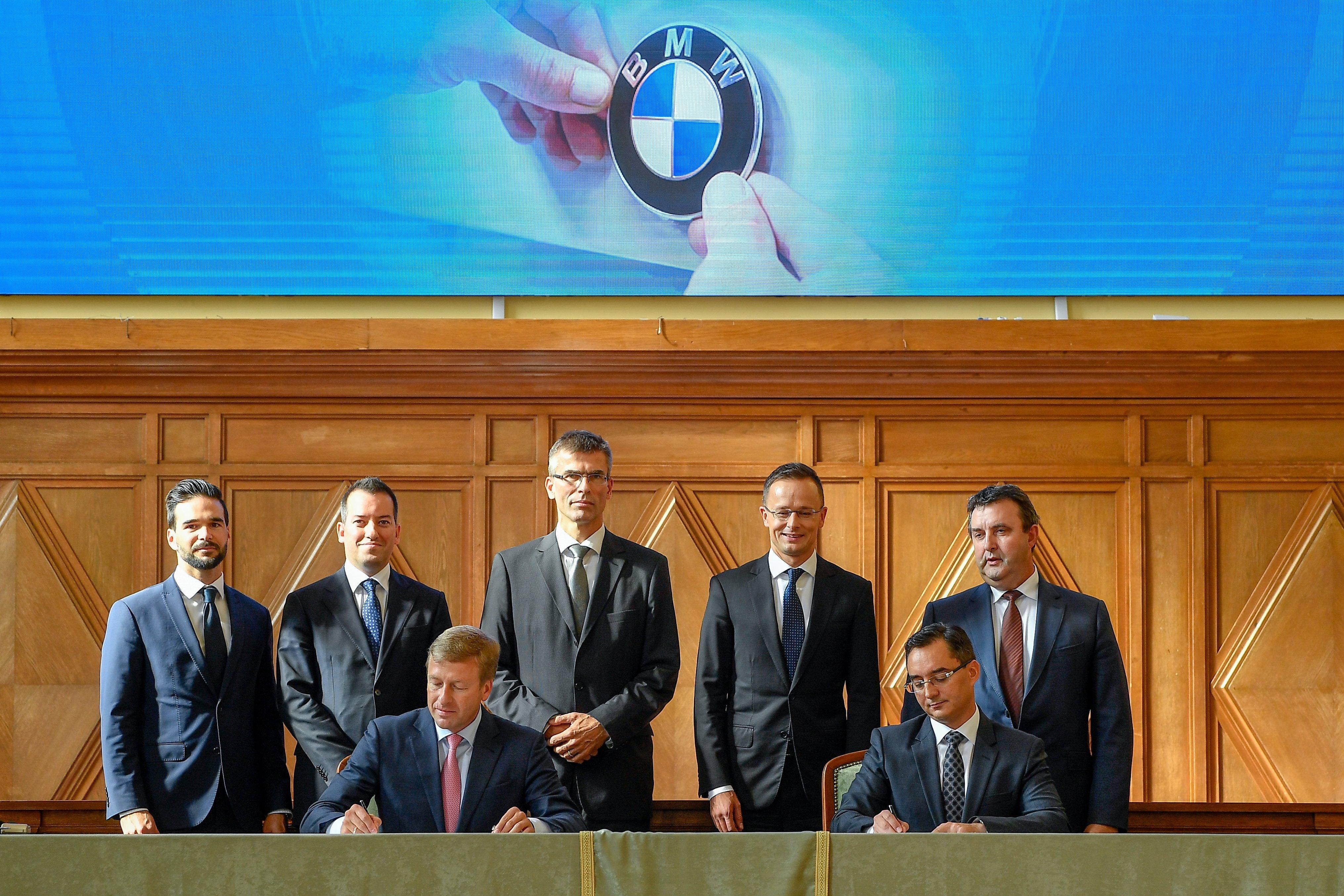 Módosítani kell a debreceni BMW-gyárnál vállalt határidők jó részét