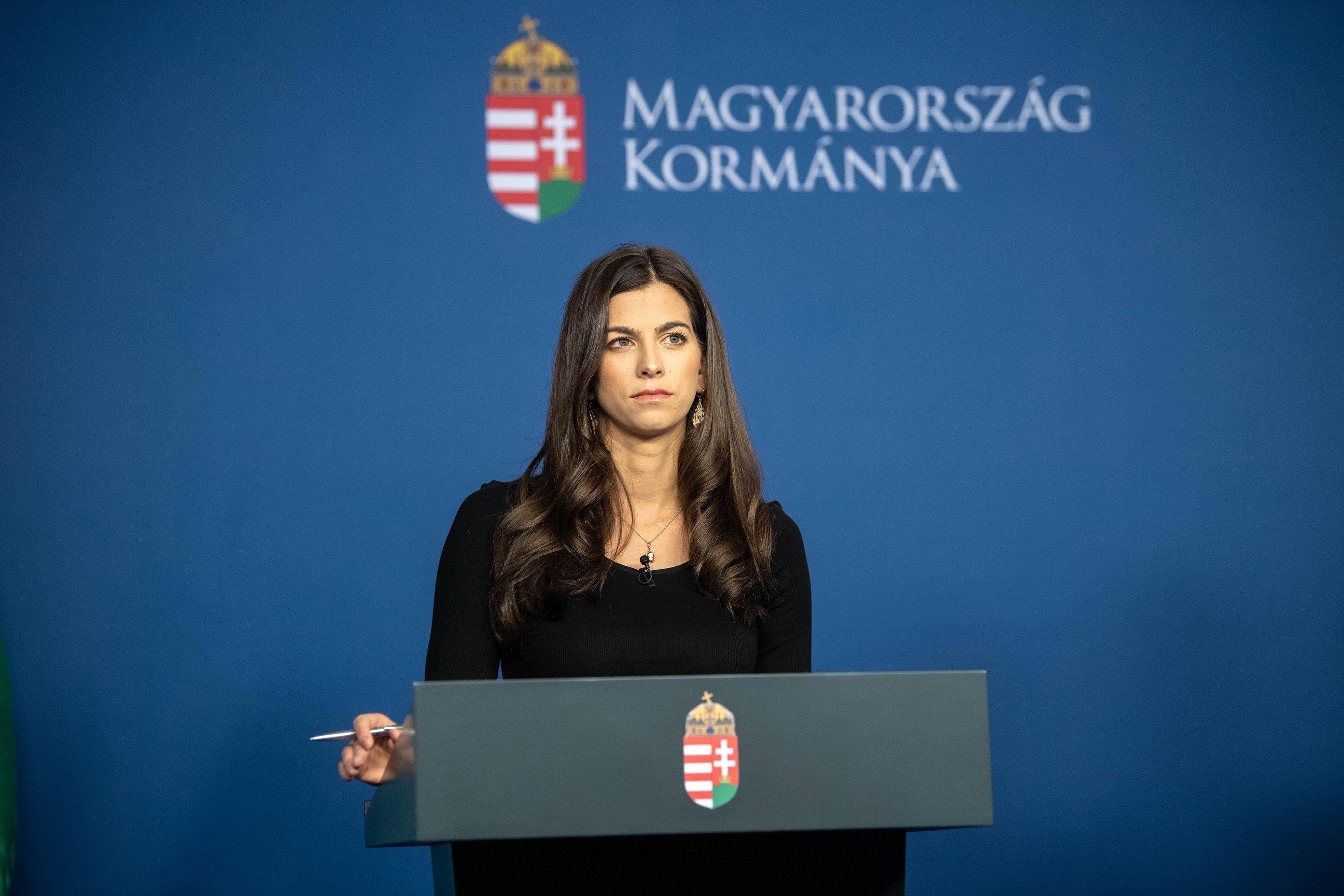 Immár hivatalos: a kormányszóvivő értette félre az aktuális kijárási korlátozásokat
