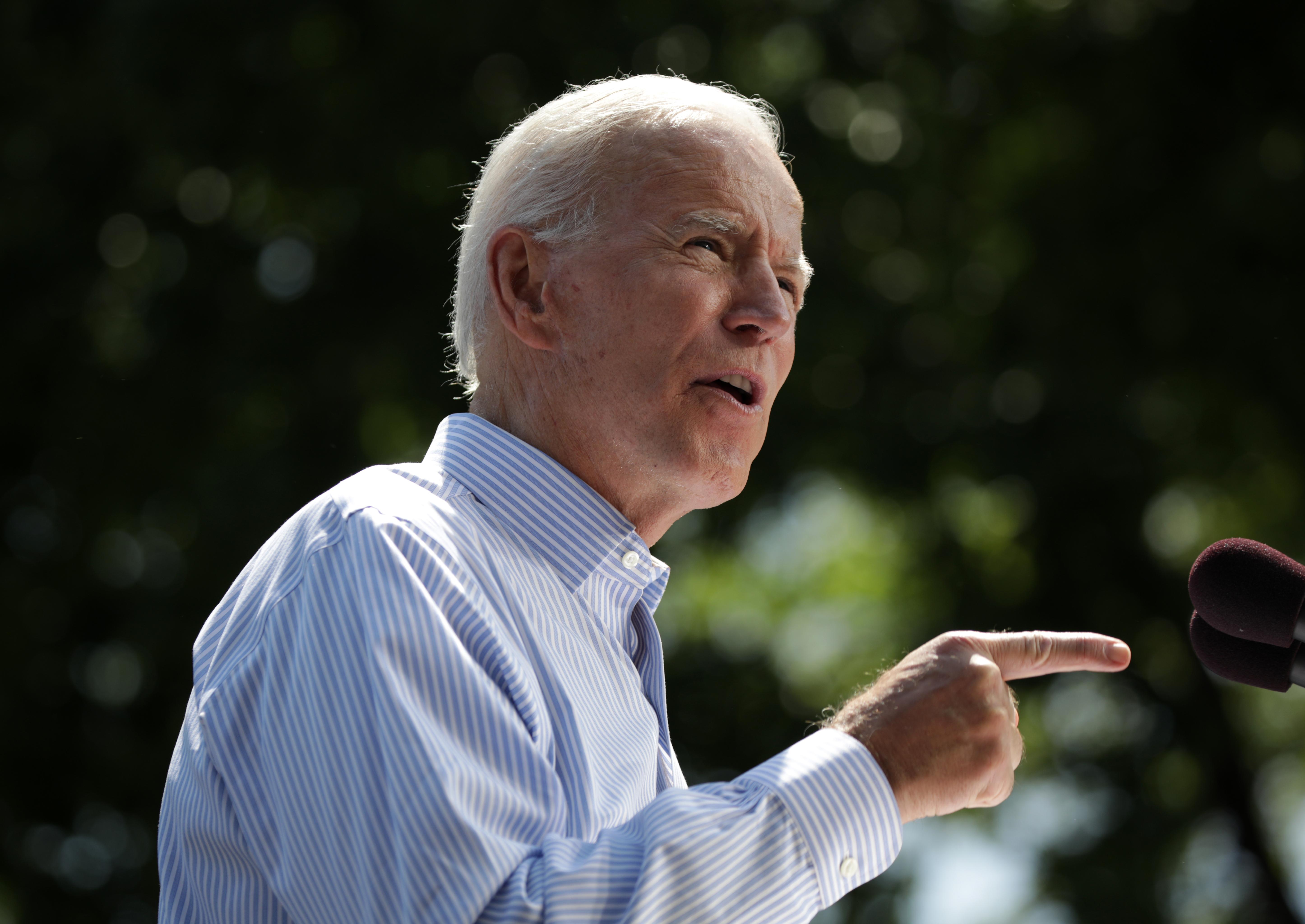 27 évvel ezelőtti szexuális erőszak vádja robbant rá Joe Biden kampányára