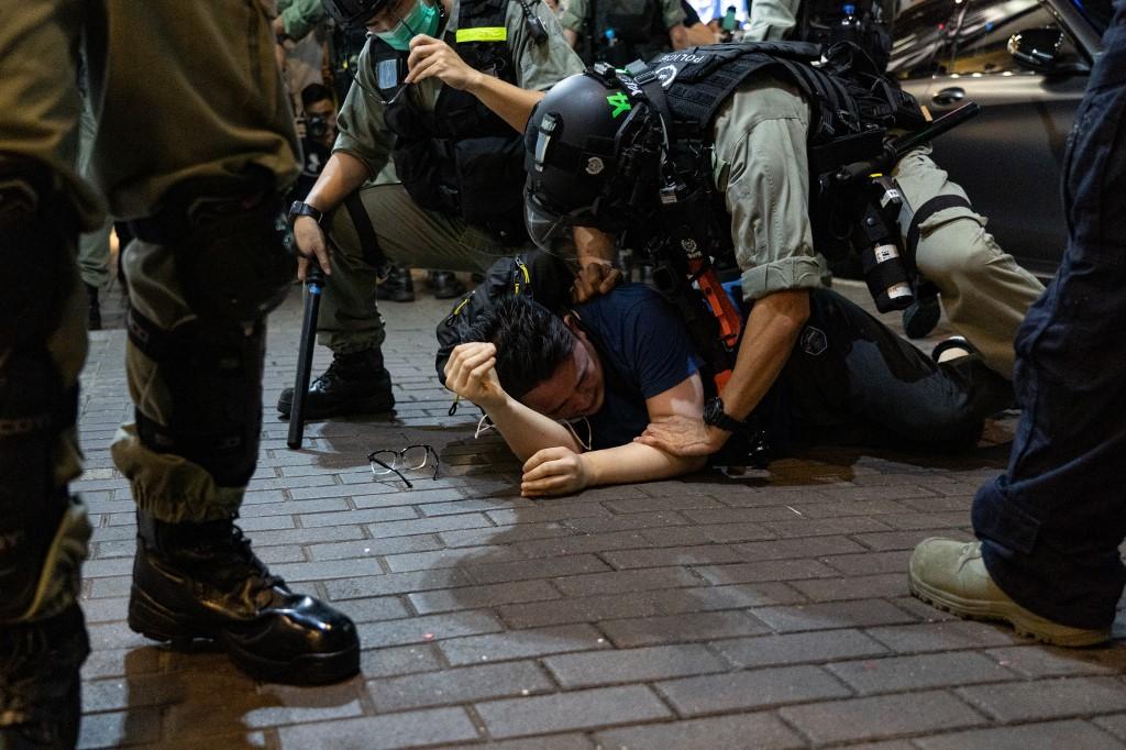 Több mint kétszáz tüntetőt csuktak le Hongkongban, 12 éves a legfiatalabb