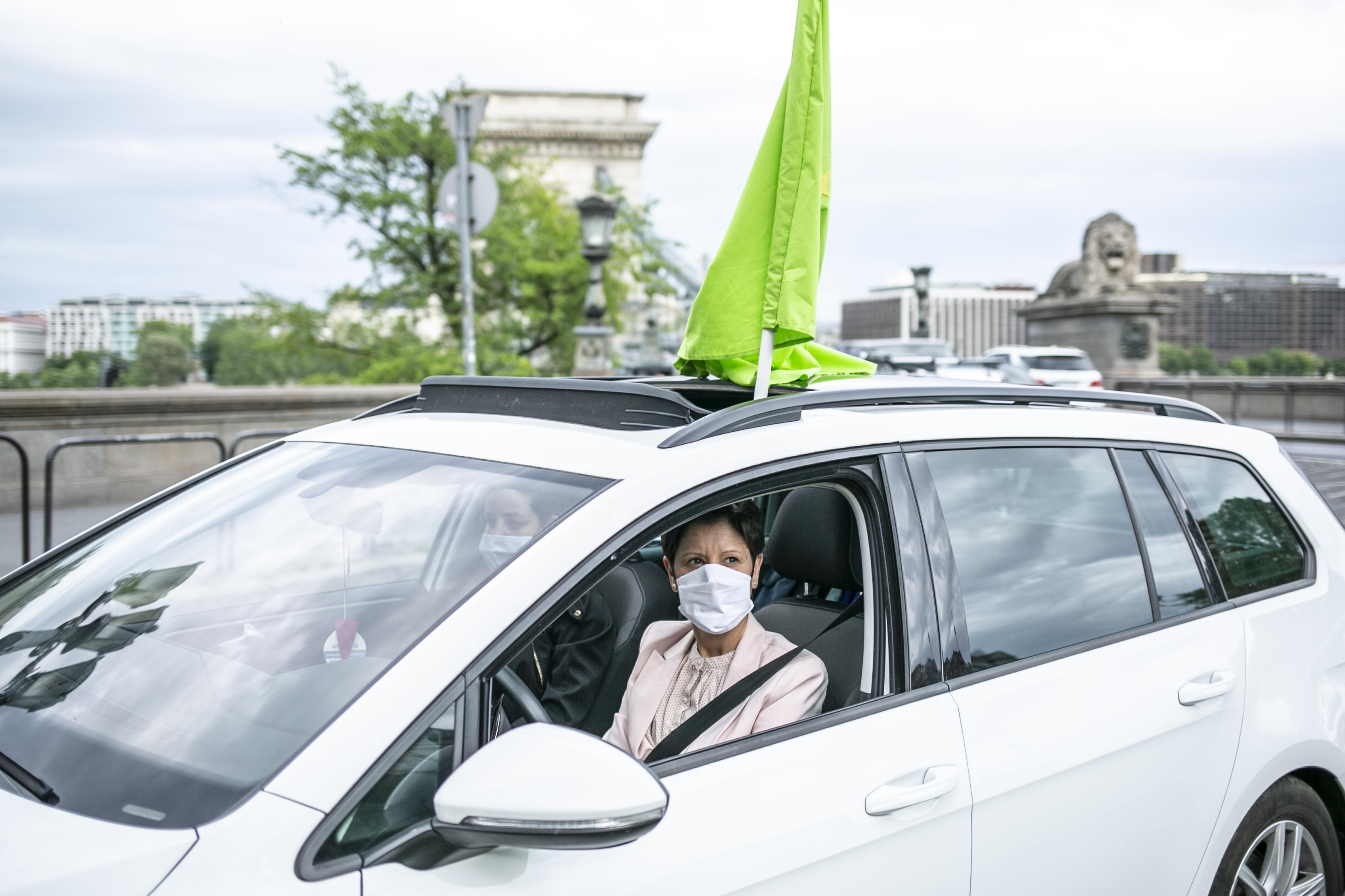 Alkotmánybírósághoz fordul egy betiltott autós demonstráció szervezője, mert öt hónapja bármilyen tüntetés tilos